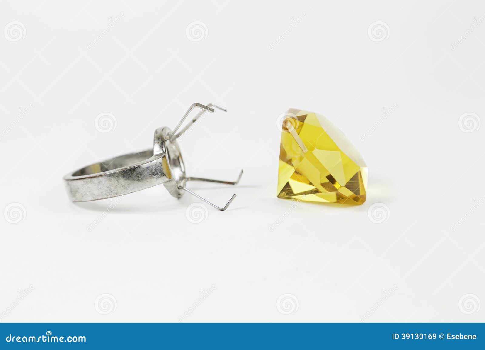 Gelber Diamond Ring