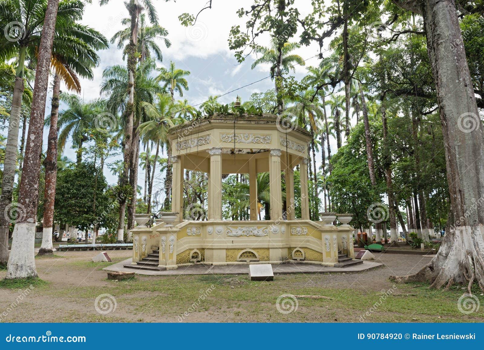 Gelber Pavillon in Parque Vargas, Stadt-Park in Puerto Limon, Costa Rica