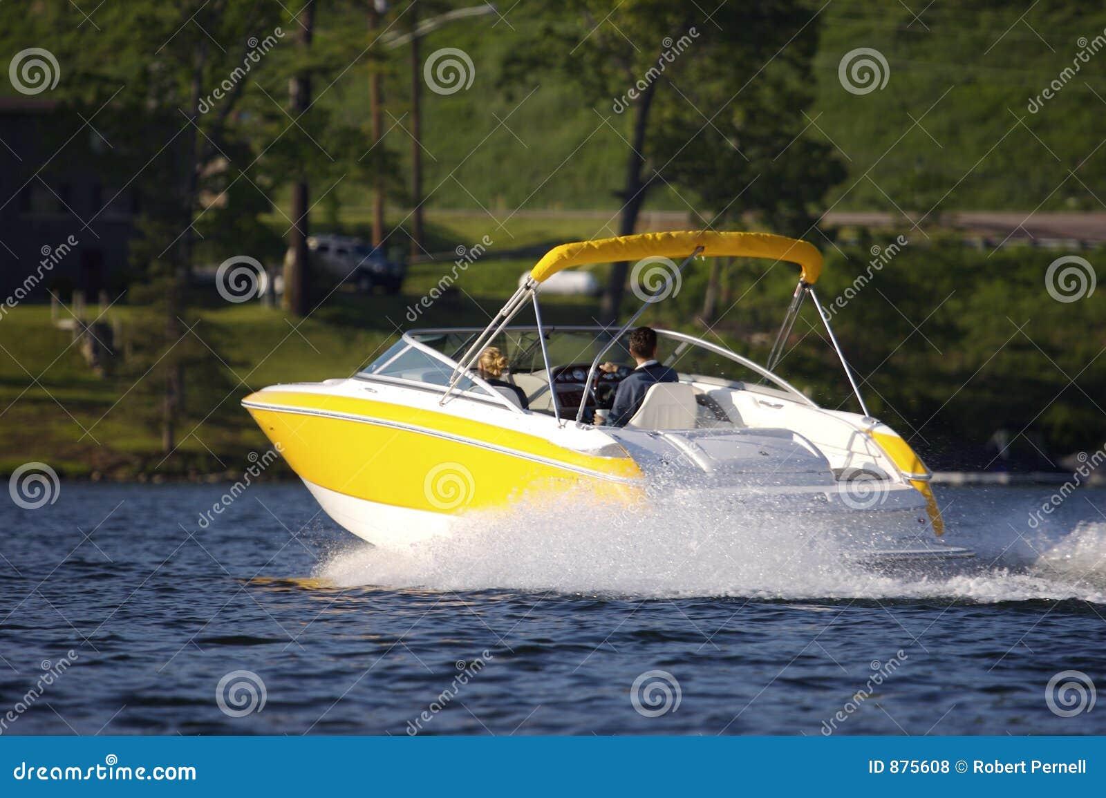 Gelbes Luxuxboot
