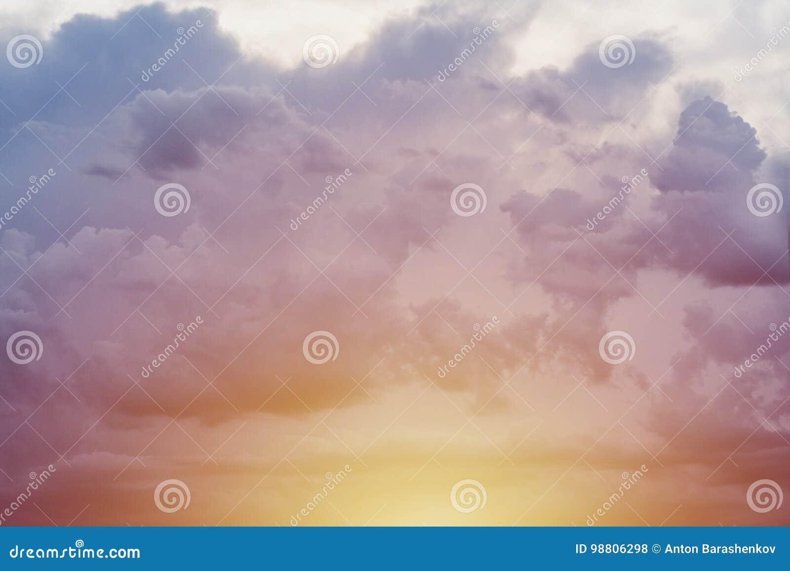 Gelboranger blauer Himmel