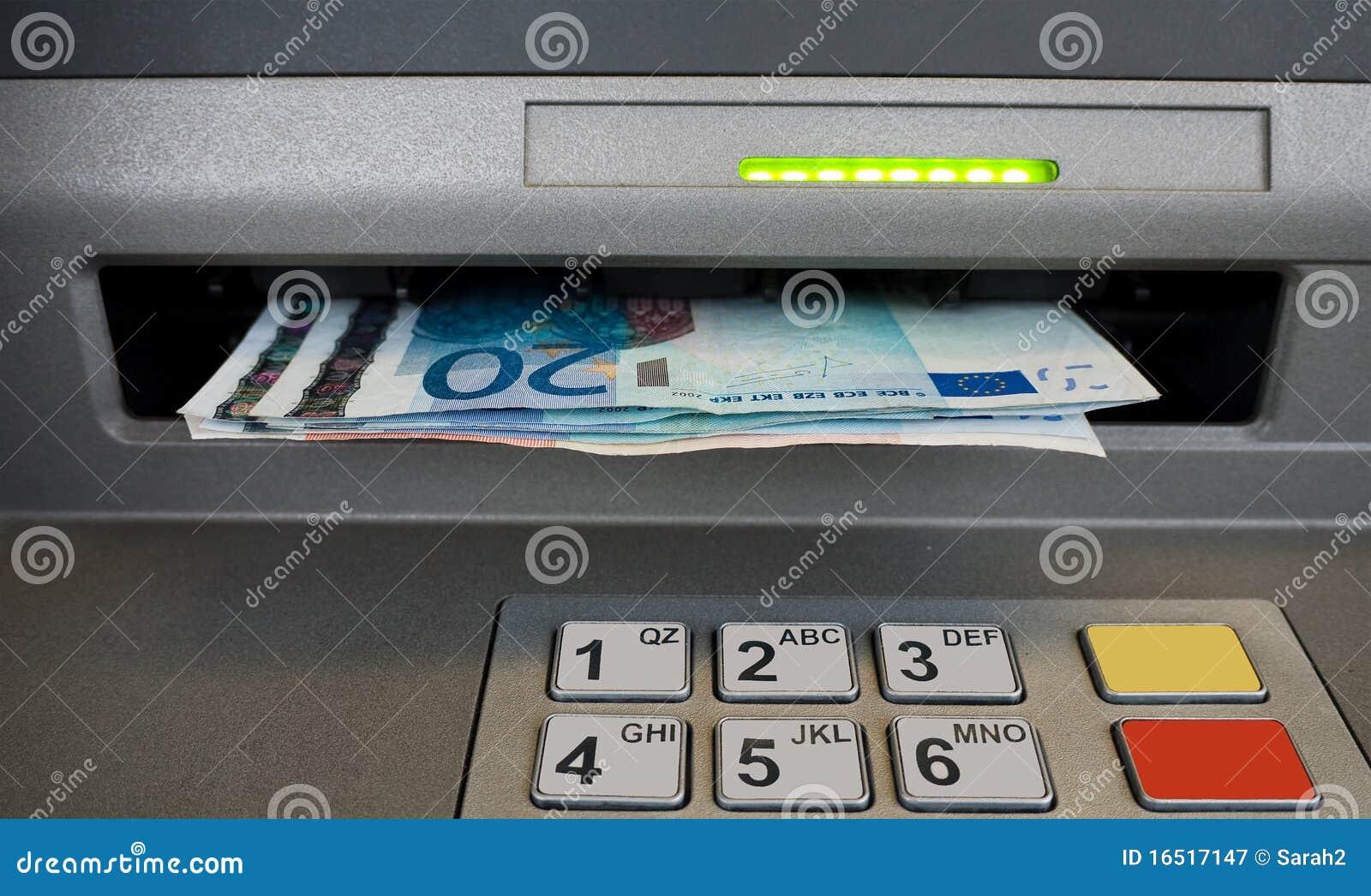 Euro Notas Het Gat In De Muur Naar Voren Komen Geldautomaatmachine Het Besteden Concept