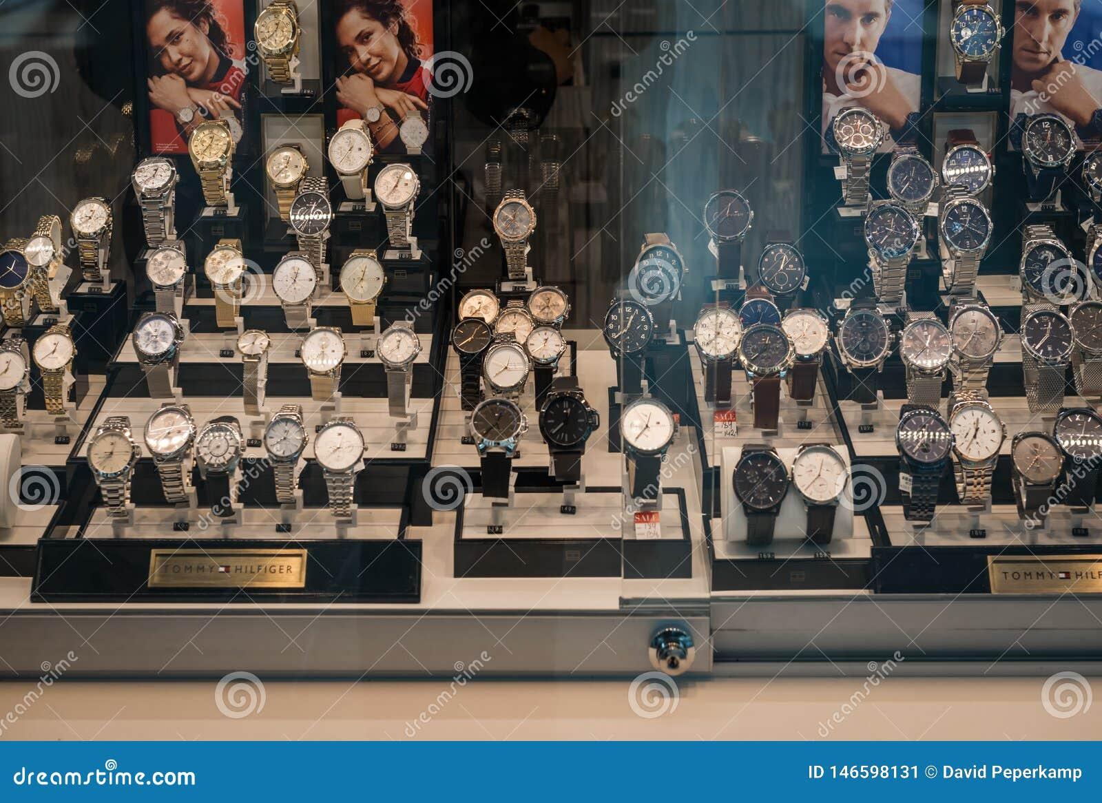 Gelderlandplein luksusu zegarki w okno