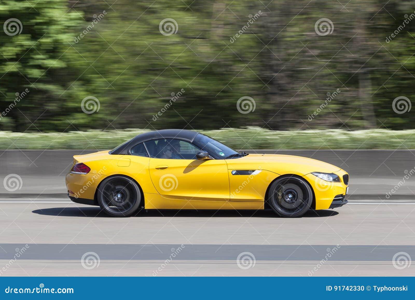 Gele Bmw Sportwagen Redactionele Afbeelding Afbeelding Bestaande