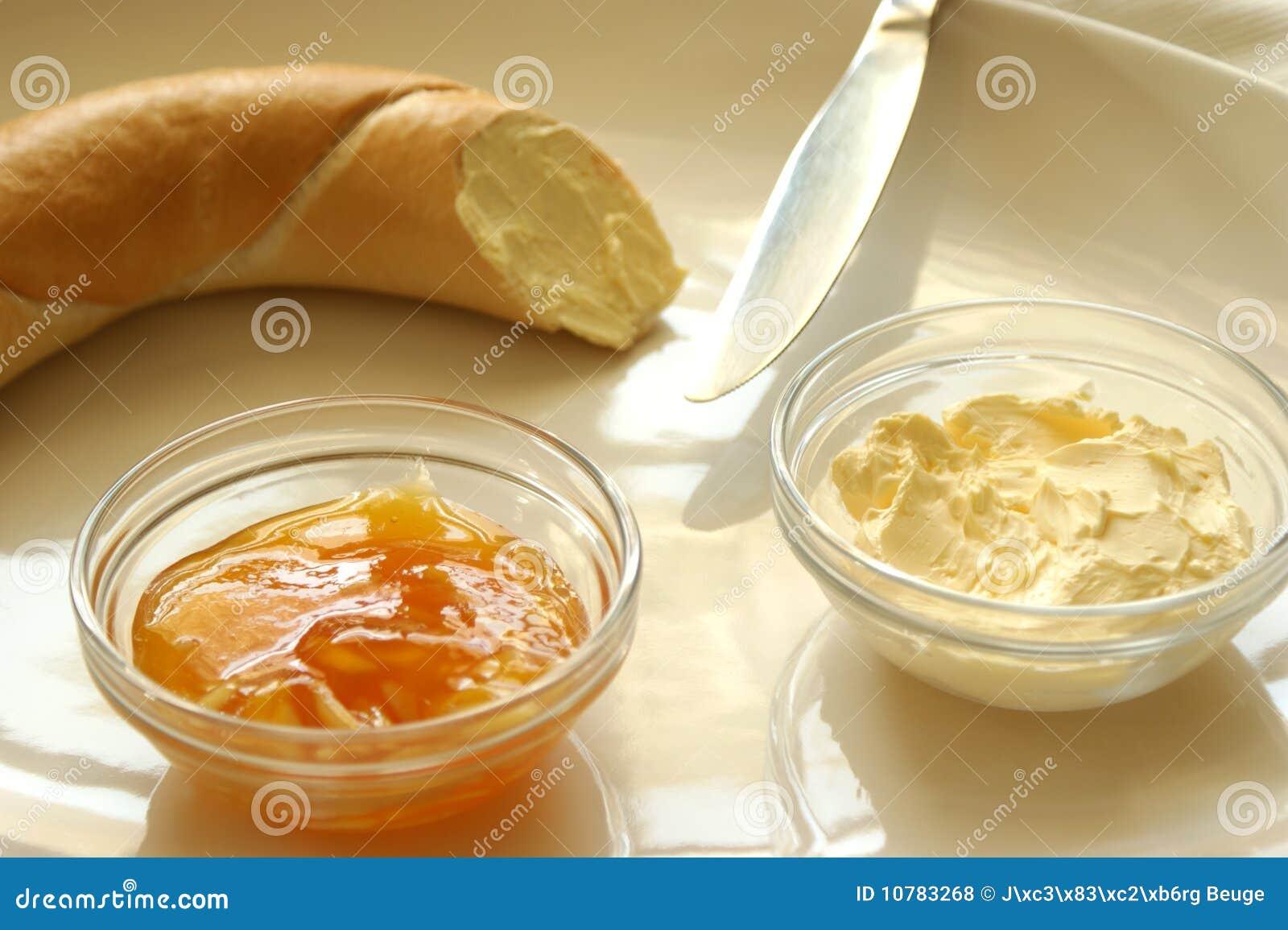 Gele pruim marmelade en Frans broodje