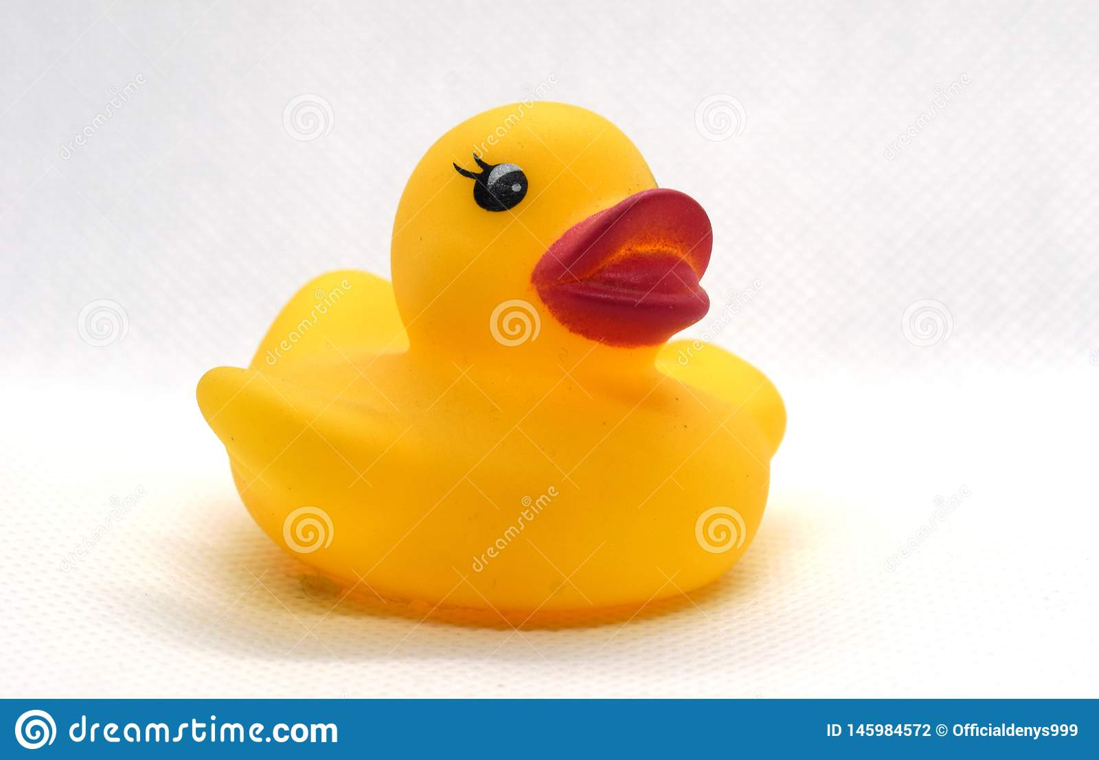 Gele rubbereend voor het zwemmen
