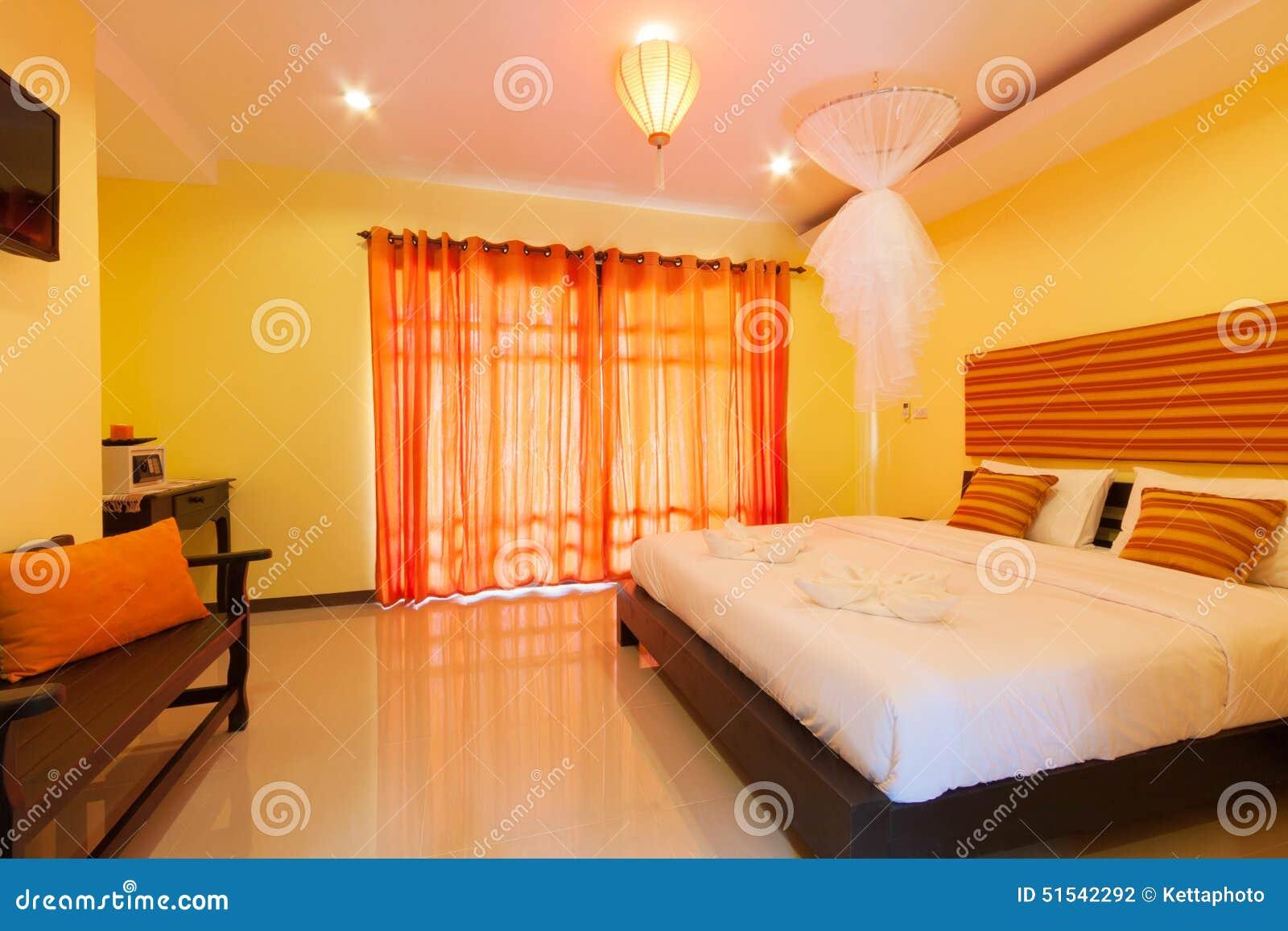 Gele slaapkamer stock foto afbeelding 51542292 - Eigentijdse slaapkamer ...