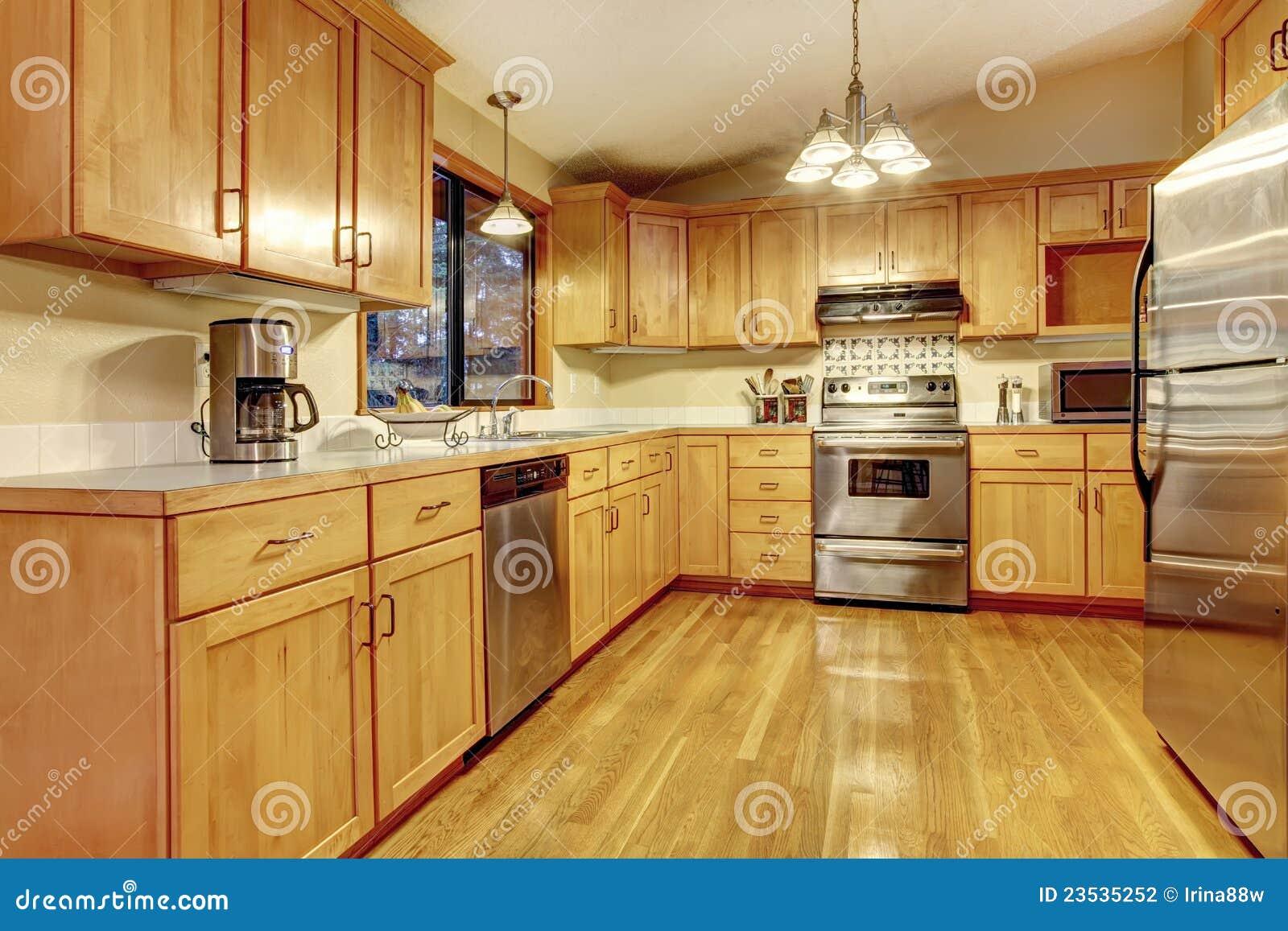 Gele warme houten keuken met nieuwe vloer stock fotografie afbeelding 23535252 - Moderne amerikaanse keuken ...