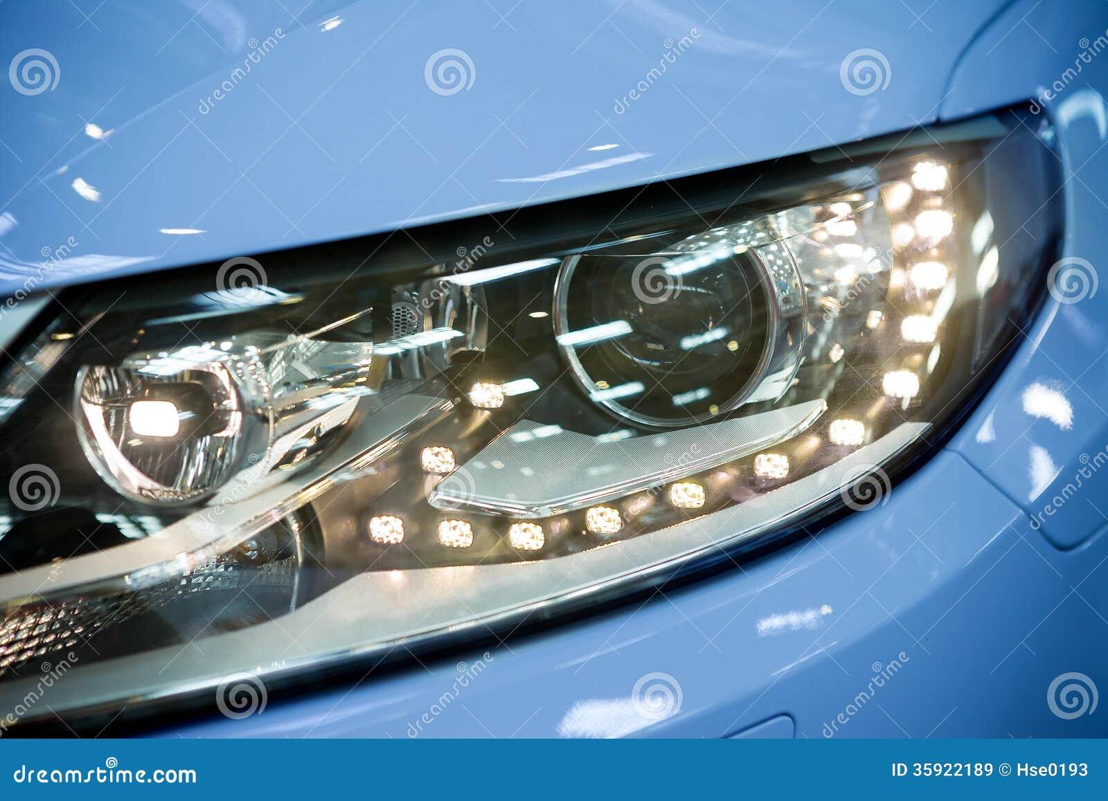 Geleide koplamp van auto