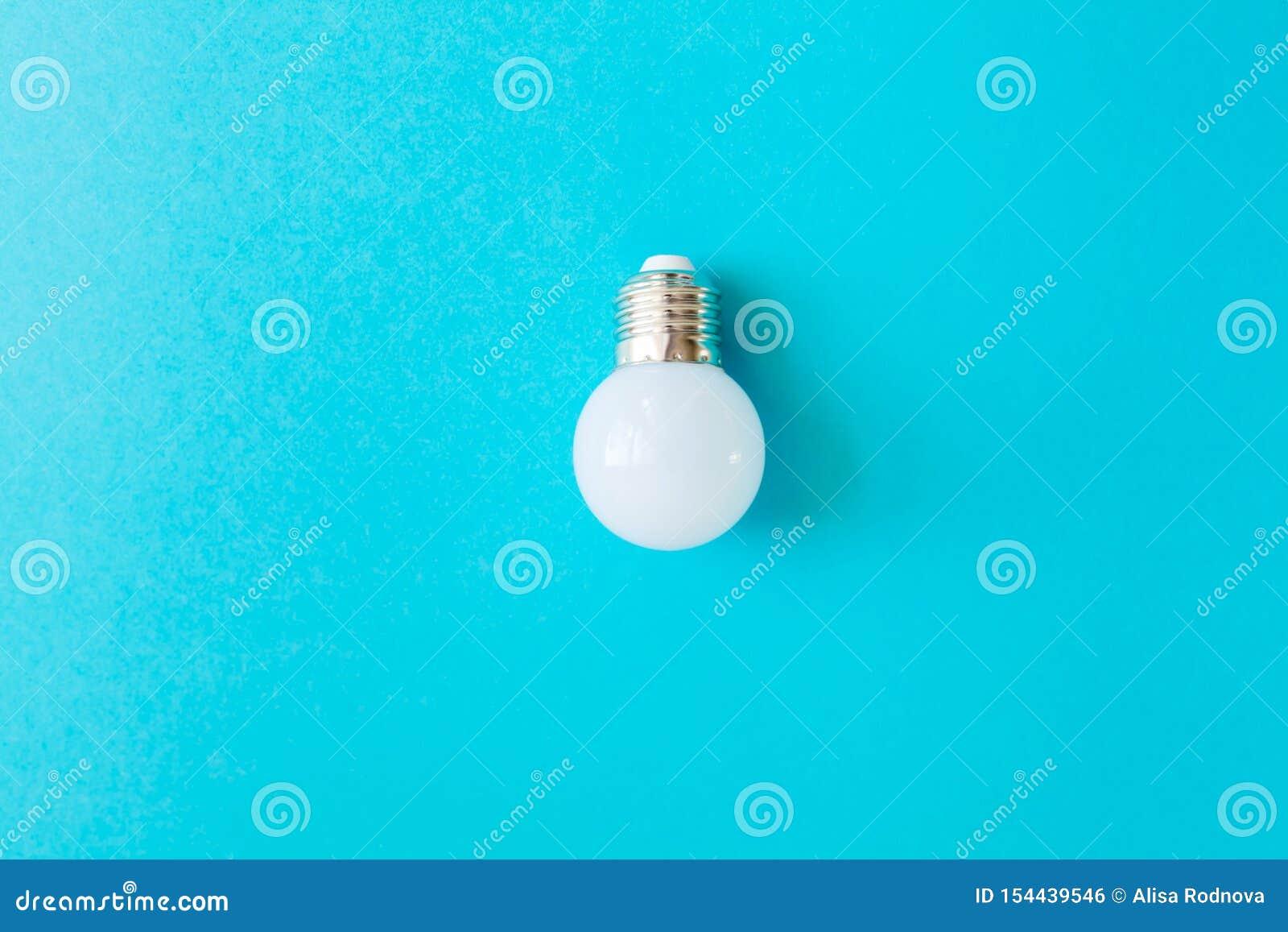 Geleide lamp op blauwe achtergrond