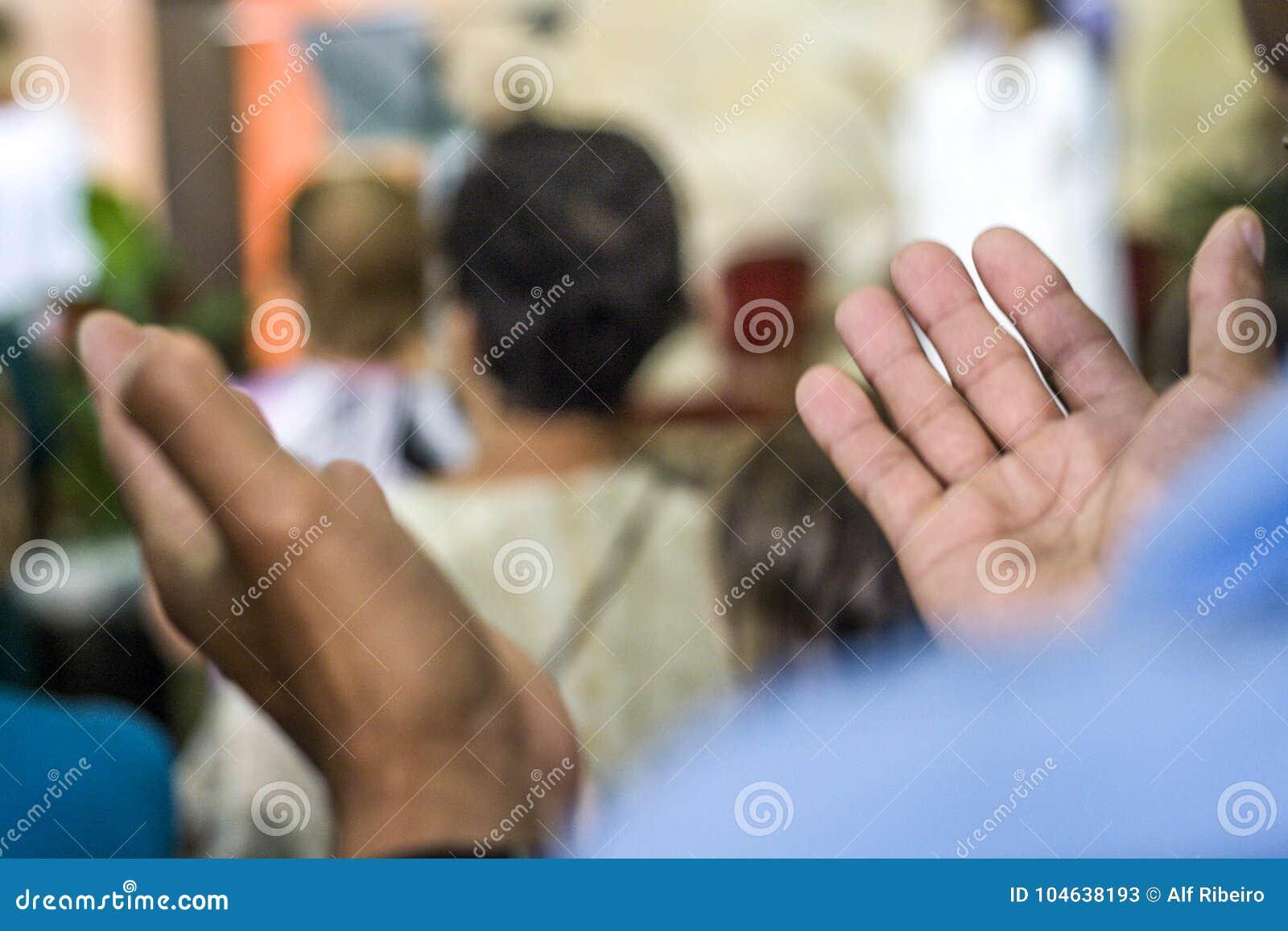 Download Gelovig Tijdens De Katholieke Massa Ter Ere Van St Jude Day Redactionele Stock Foto - Afbeelding bestaande uit gelovig, heilig: 104638193