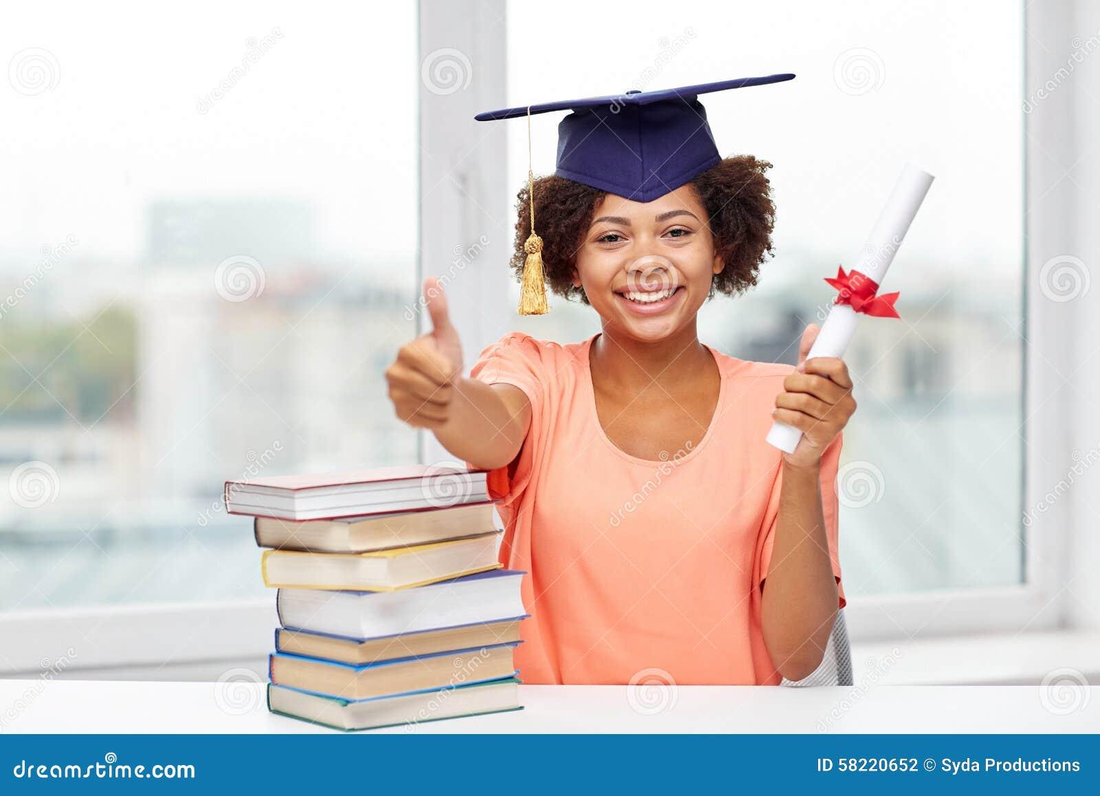 Lieblich Download Gelukkig Afrikaans Vrijgezelmeisje Met Boeken En Diploma Stock  Foto   Afbeelding Bestaande Uit Gelukkig,