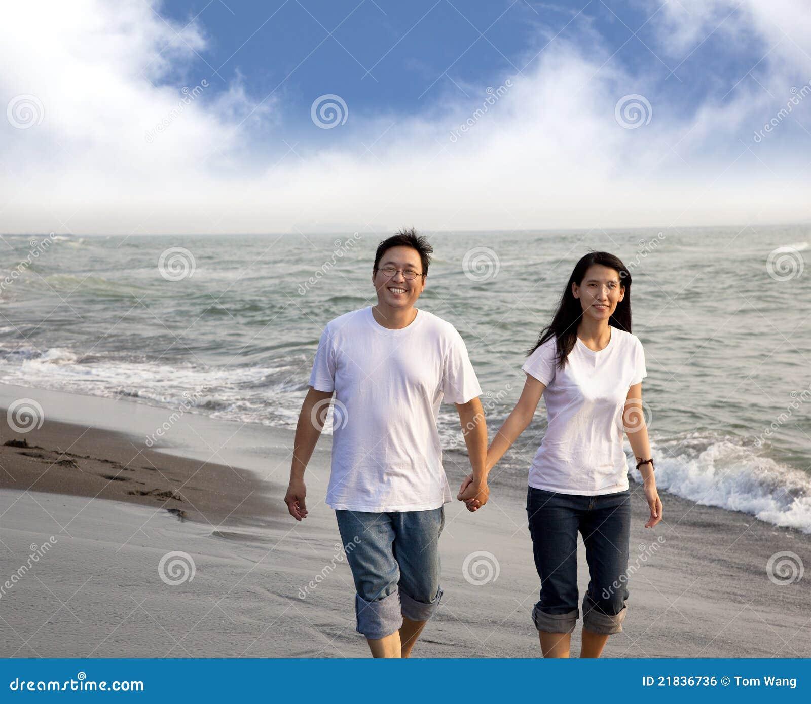 Gelukkig Aziatisch midden oud paar