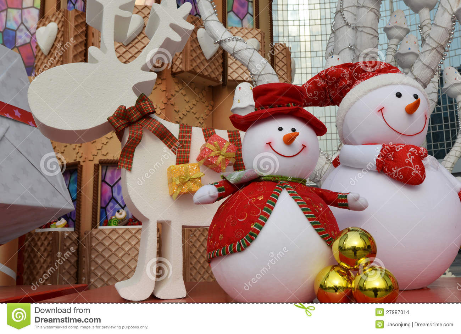 Gelukkig beeldverhaalstuk speelgoed in Kerstmis