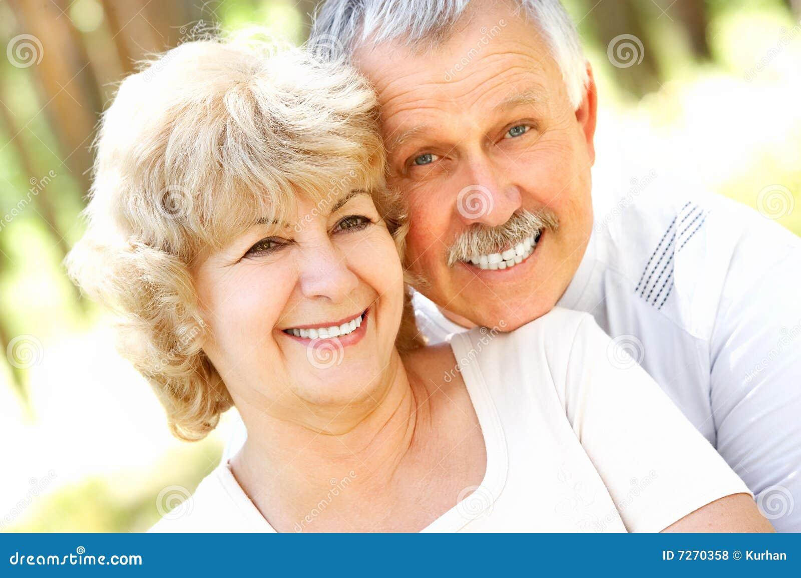 Gelukkig bejaard paar
