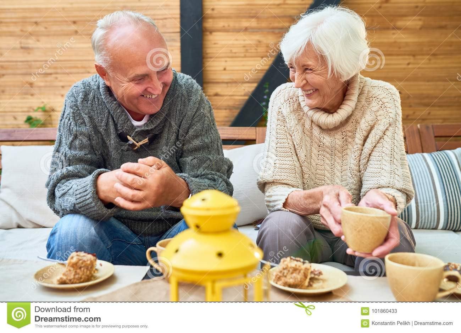 Gelukkig Hoger Paar in Pensionering