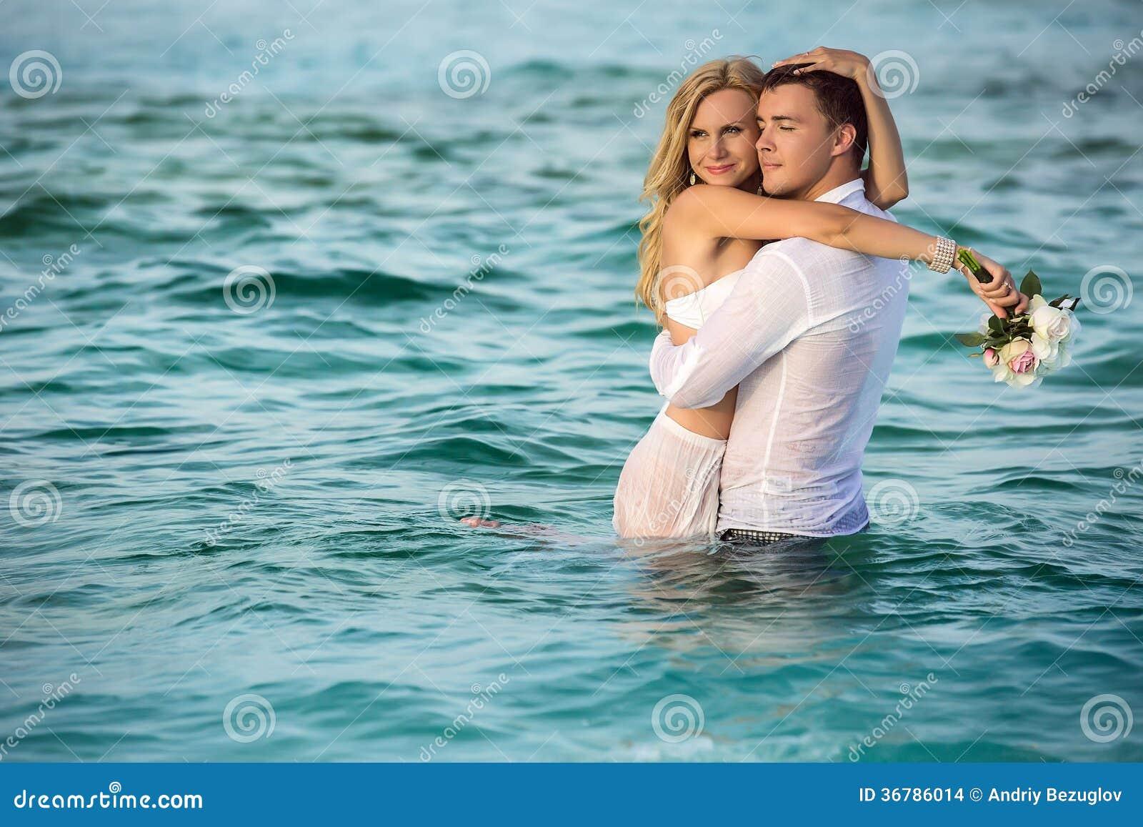 Gelukkig jonggehuwdepaar
