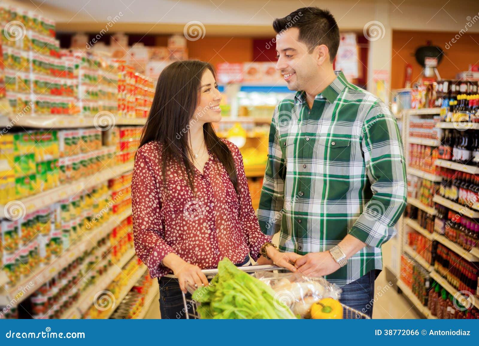 Dating in Corona-Zeiten: Beim Einkaufen die Liebe finden? - ZDFheute
