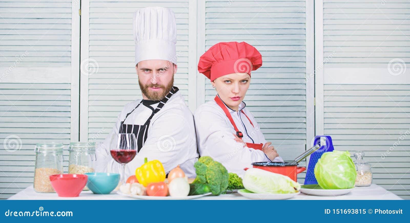 Gelukkig paar in liefde met gezond voedsel Familie het koken in keuken Het op dieet zijn en vitamine culinaire keuken Man en Vrou