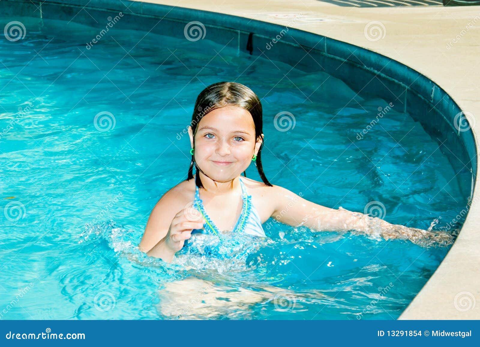 Gelukkig Weinig Zwemmer in Pool