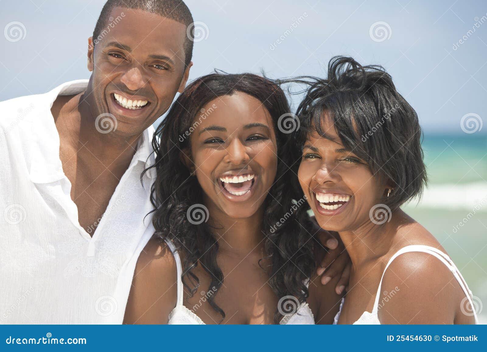 Gelukkige Afrikaanse Amerikaanse Familie op Strand