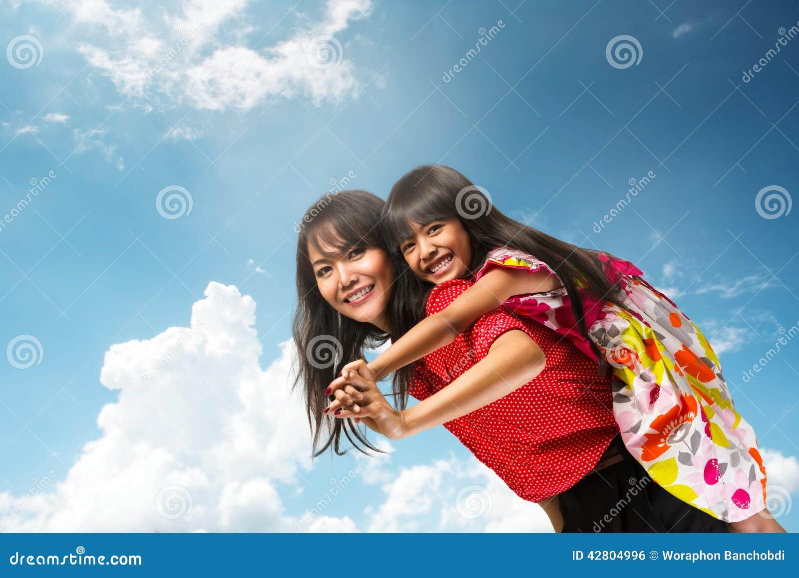 Gelukkige Aziatische Moeder en Dochter