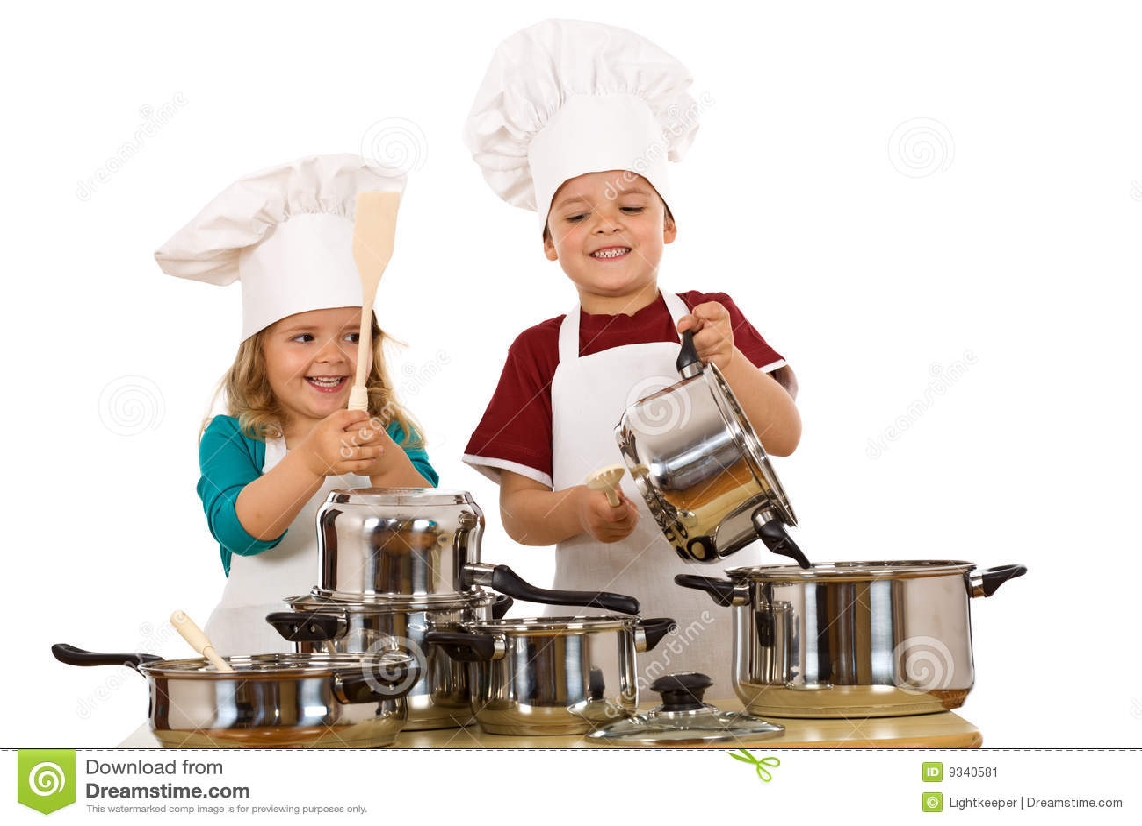 Gelukkige chef-koks die lawaai maken