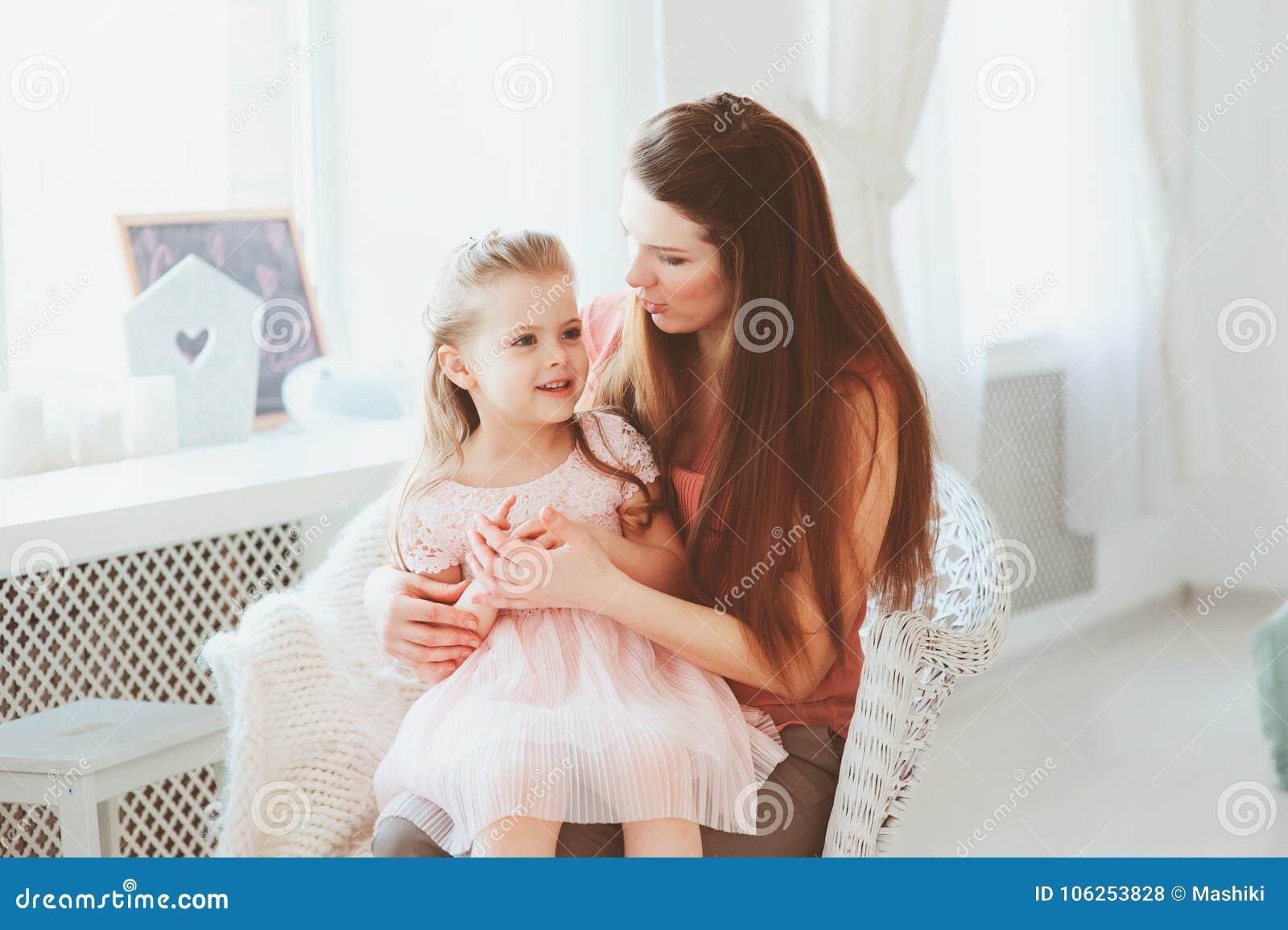 Gelukkige familie het vieren moedersdag