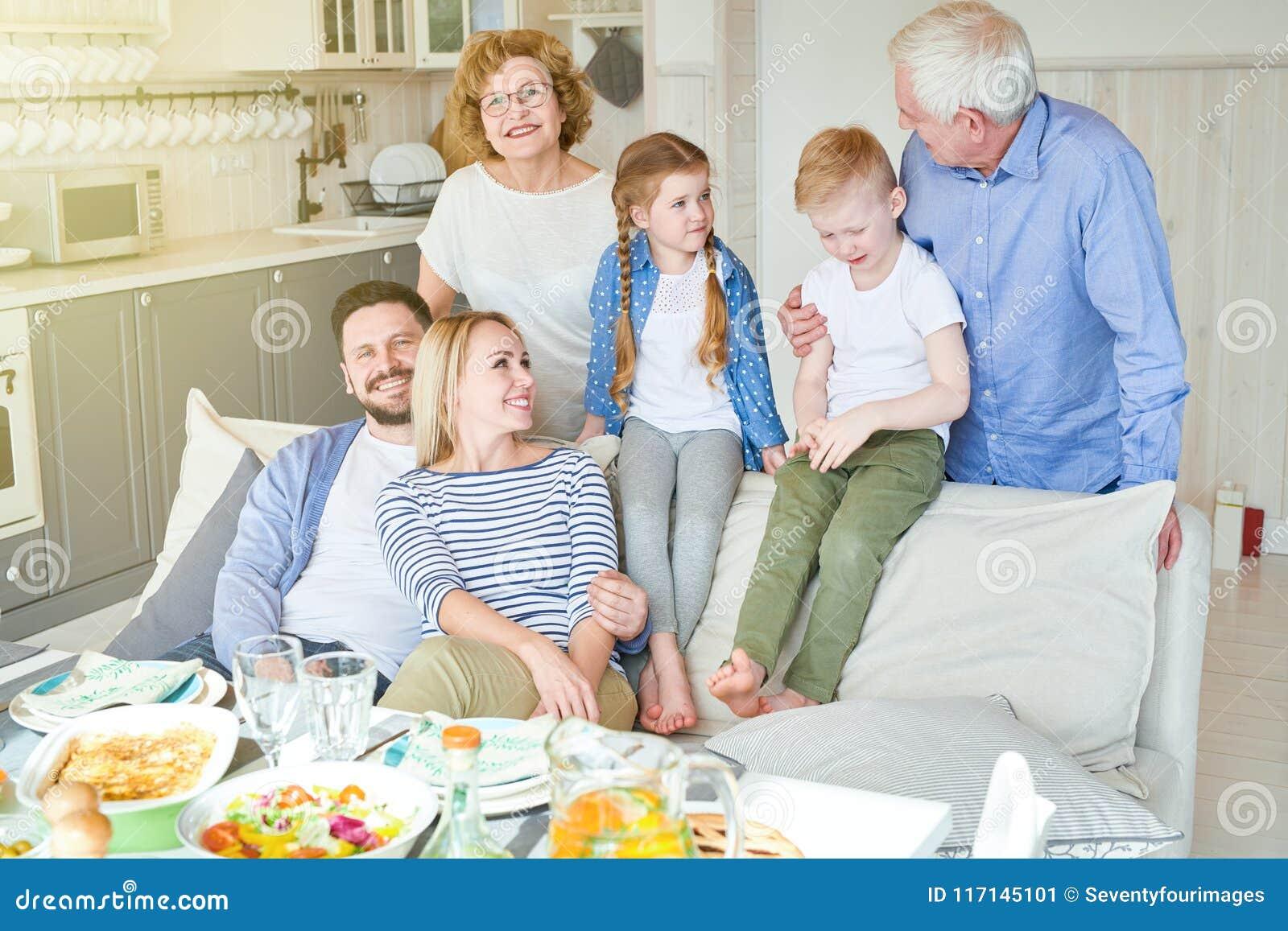 Gelukkige Familie thuis
