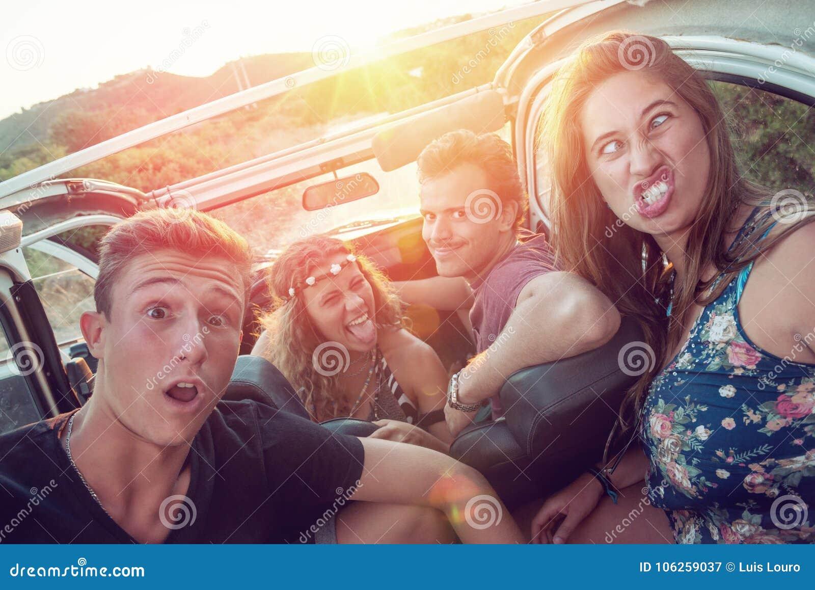 Gelukkige groep op vakanties