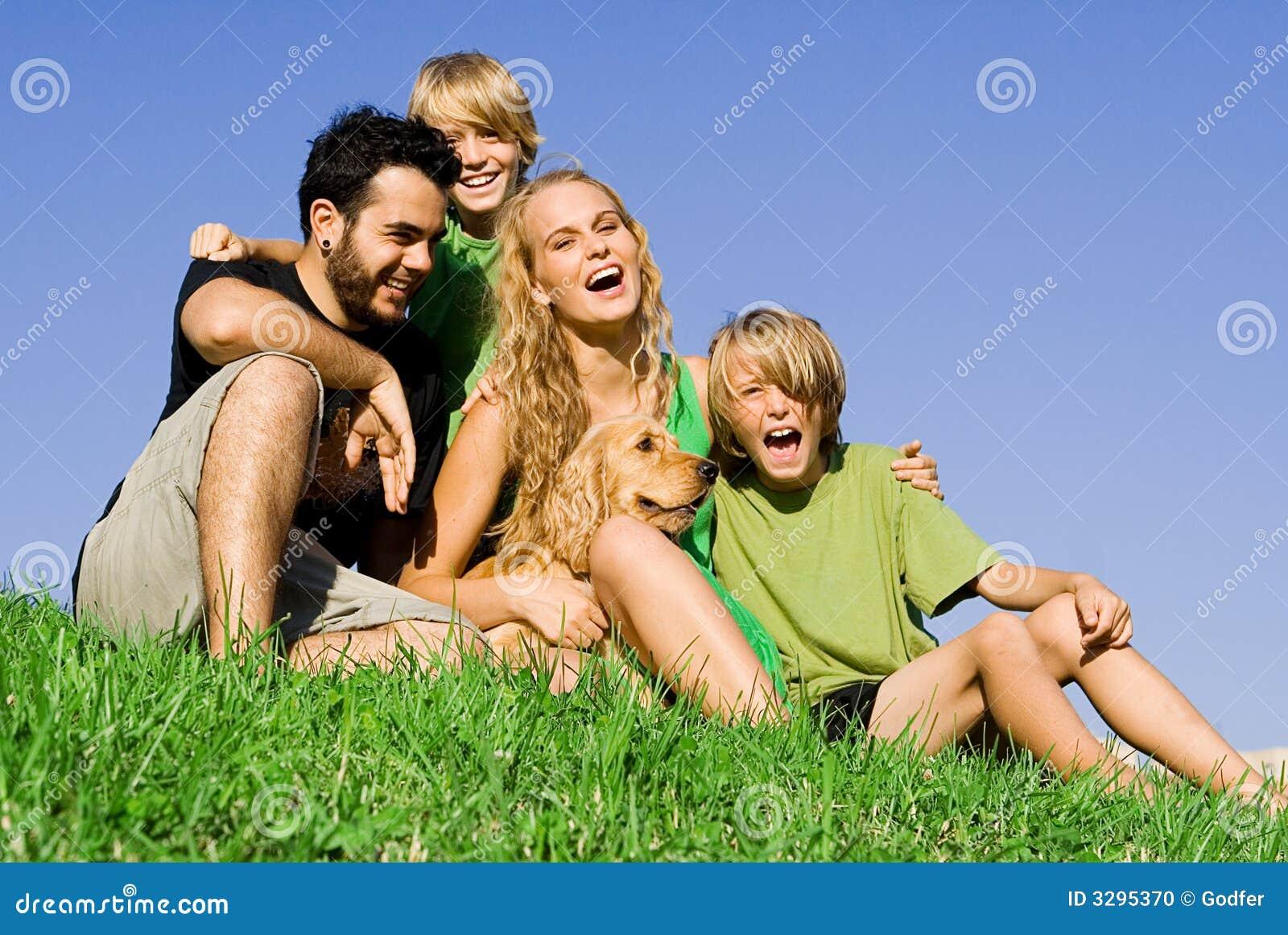 Gelukkige het glimlachen familiepret