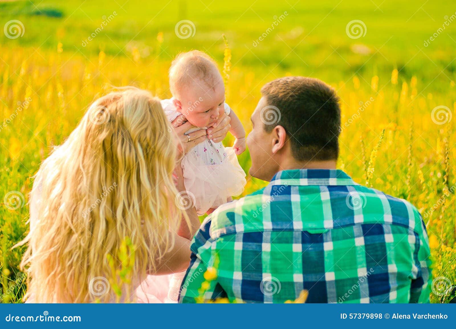 Gelukkige jonge familie
