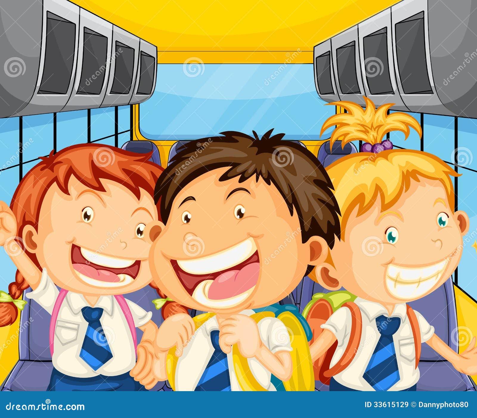 Gelukkige jonge geitjes binnen schoolbus