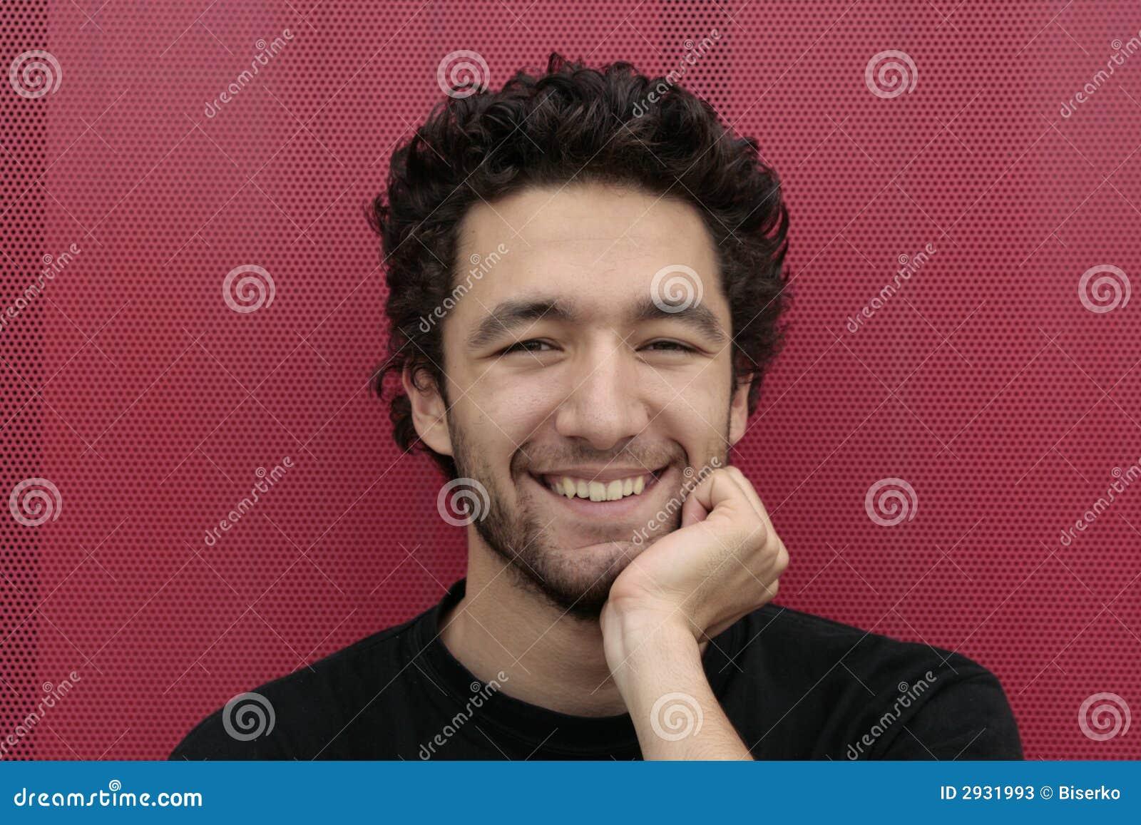 Gelukkige jonge mens