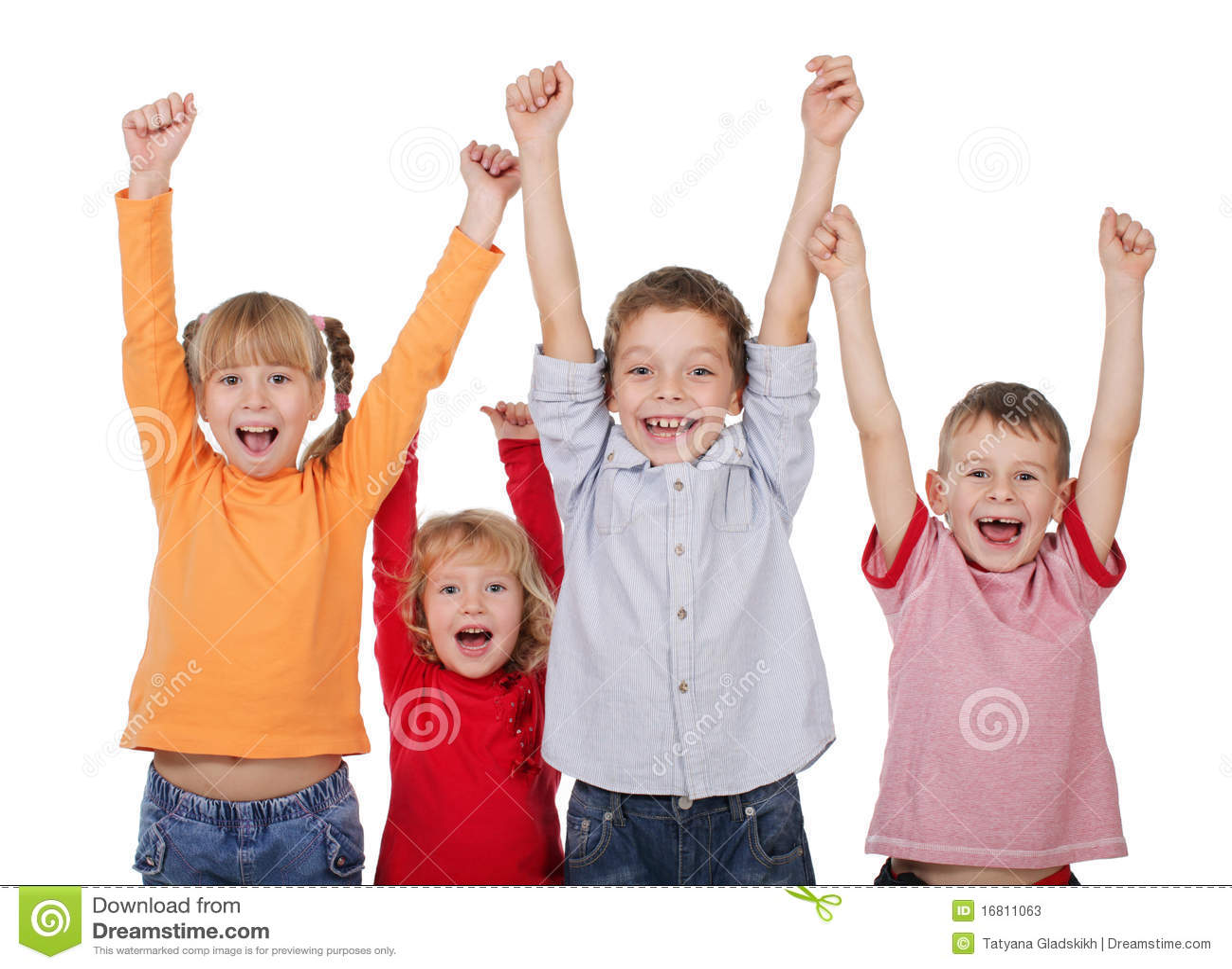 Gelukkige kinderen met hun omhoog handen