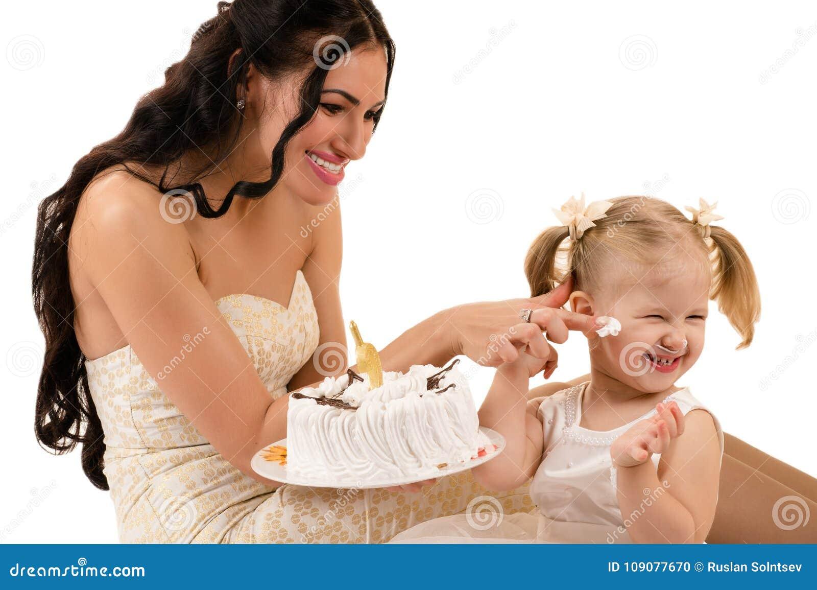 Gelukkige Moeder En Dochter Die Cake Op Verjaardag Eten Stock Foto