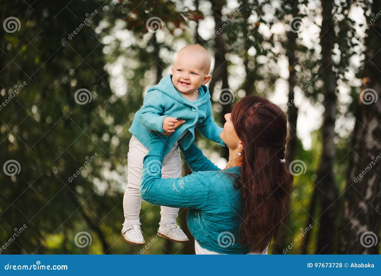 Gelukkige moeder met haar baby