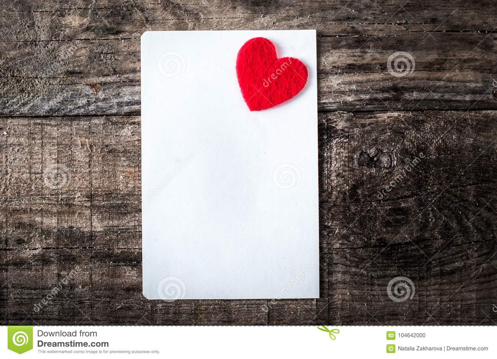 Download Gelukkige Romantische De Groetkaart Van De Valentijnskaartendag Op Houten Achtergrond Stock Foto - Afbeelding bestaande uit geluk, kaart: 104642000