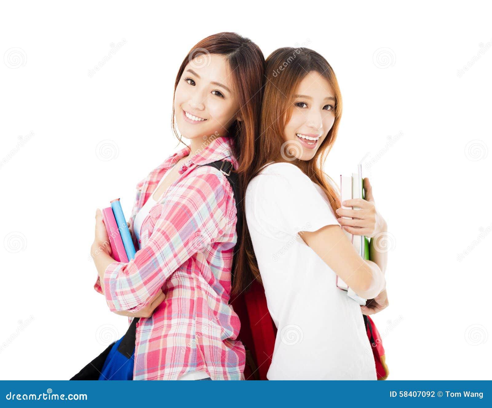 Gelukkige tienerdiestudentenmeisjes op wit worden geïsoleerd