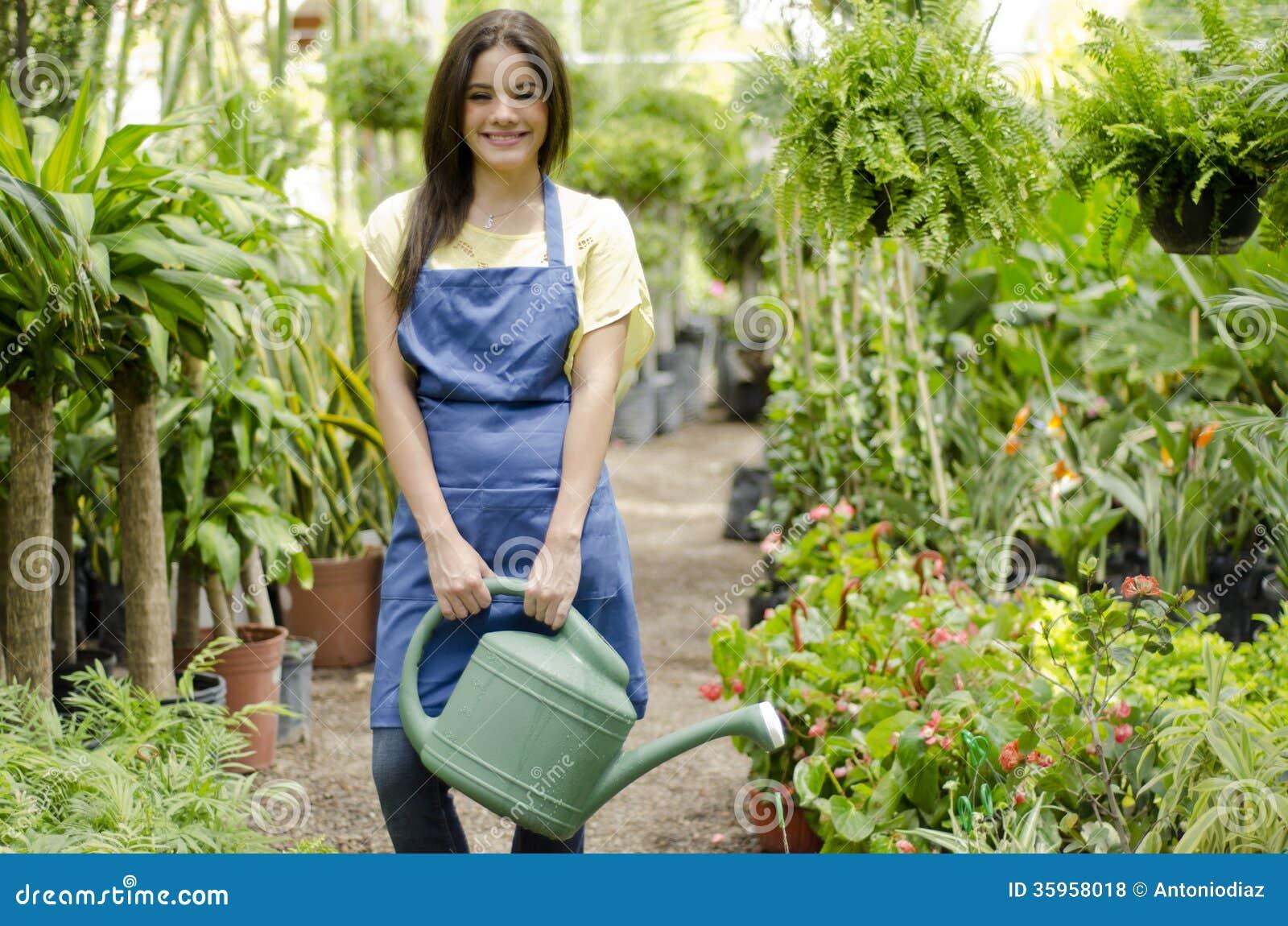 Gelukkige tuinman op het werk