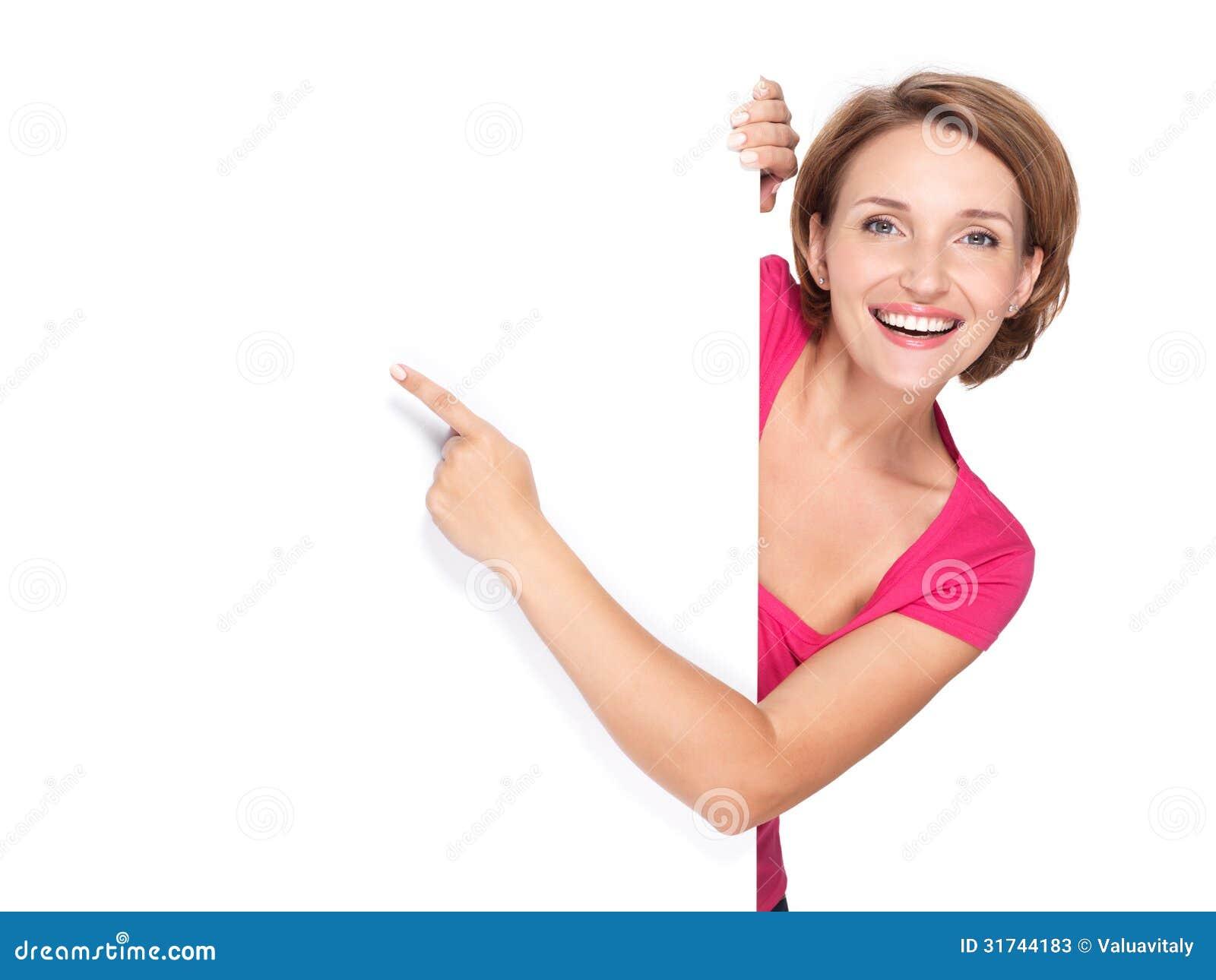 Gelukkige vrouw die met haar vinger op banner richten