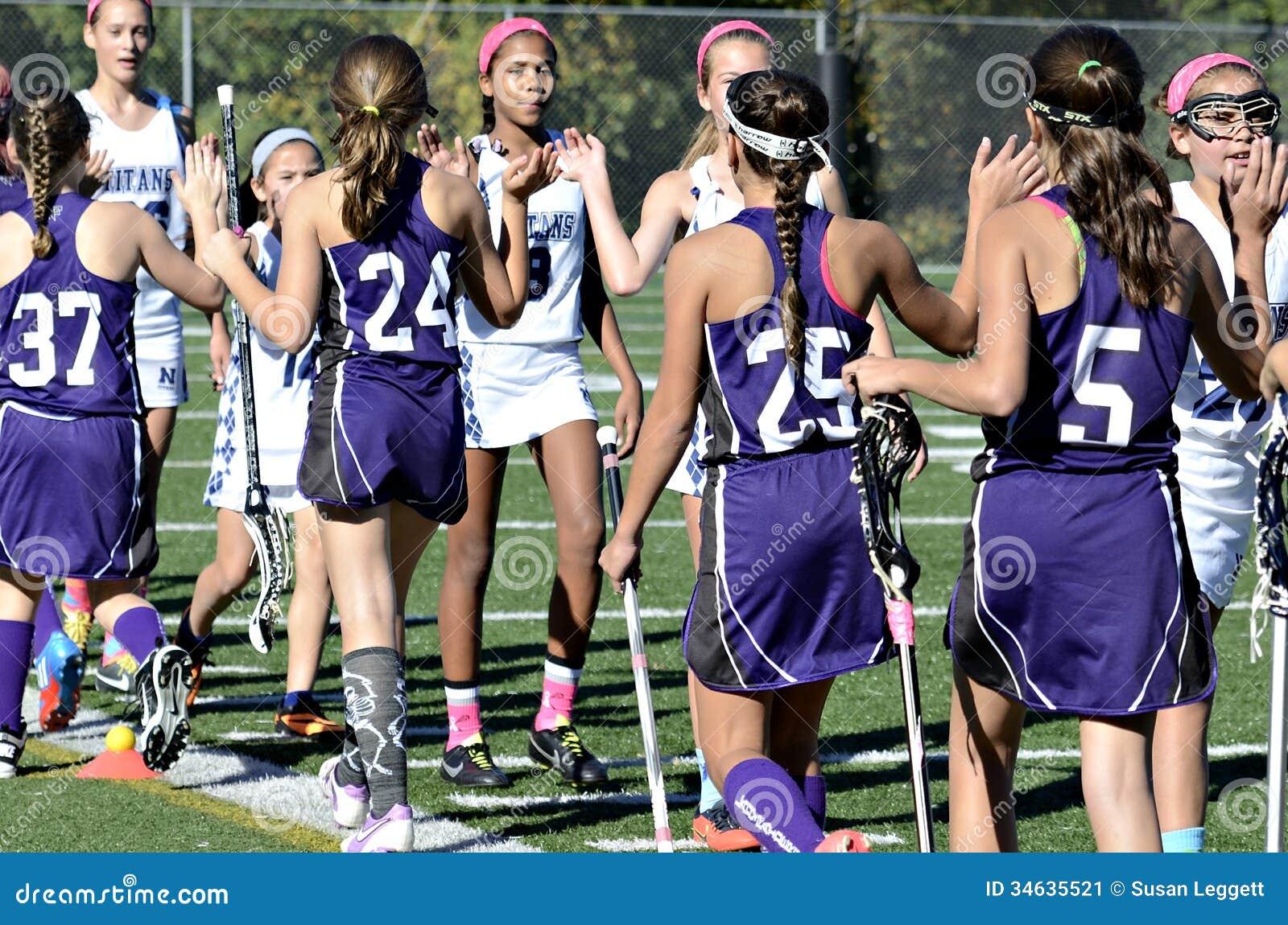 Gelukwensen op Eind van het Spel van de Meisjeslacrosse