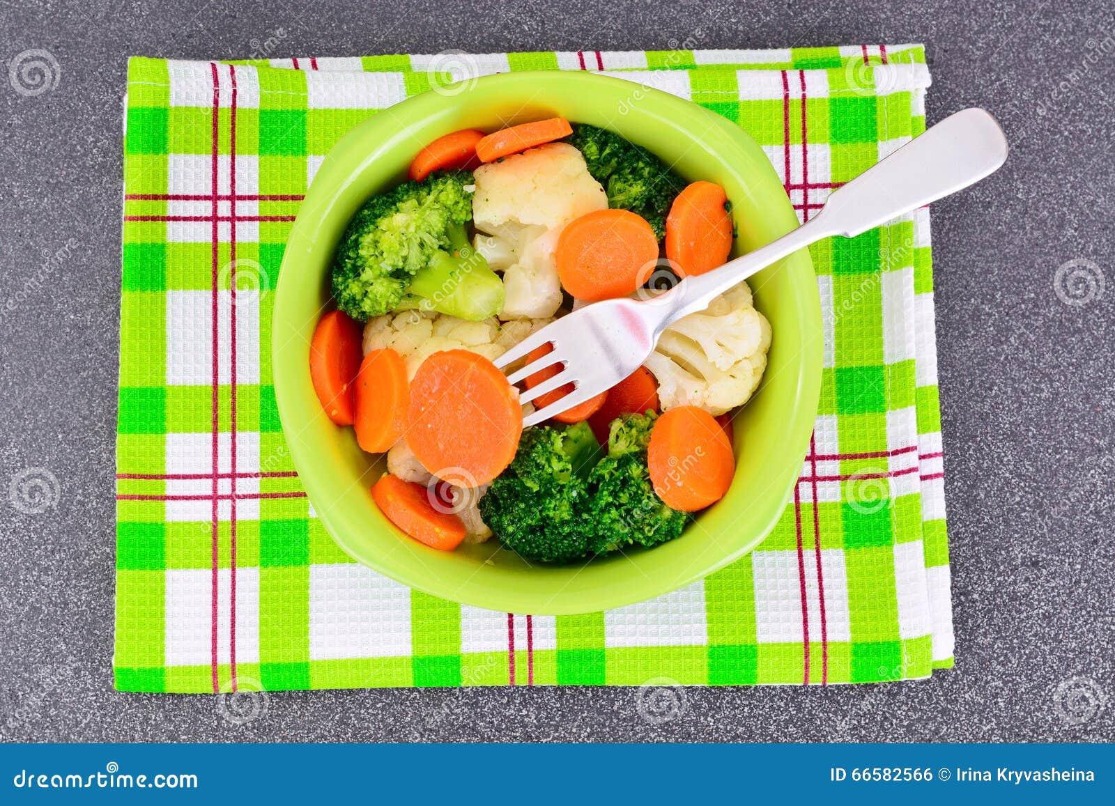Gemüseplatte: Brokkoli und Karotten Diät-Eignungs-Nahrung