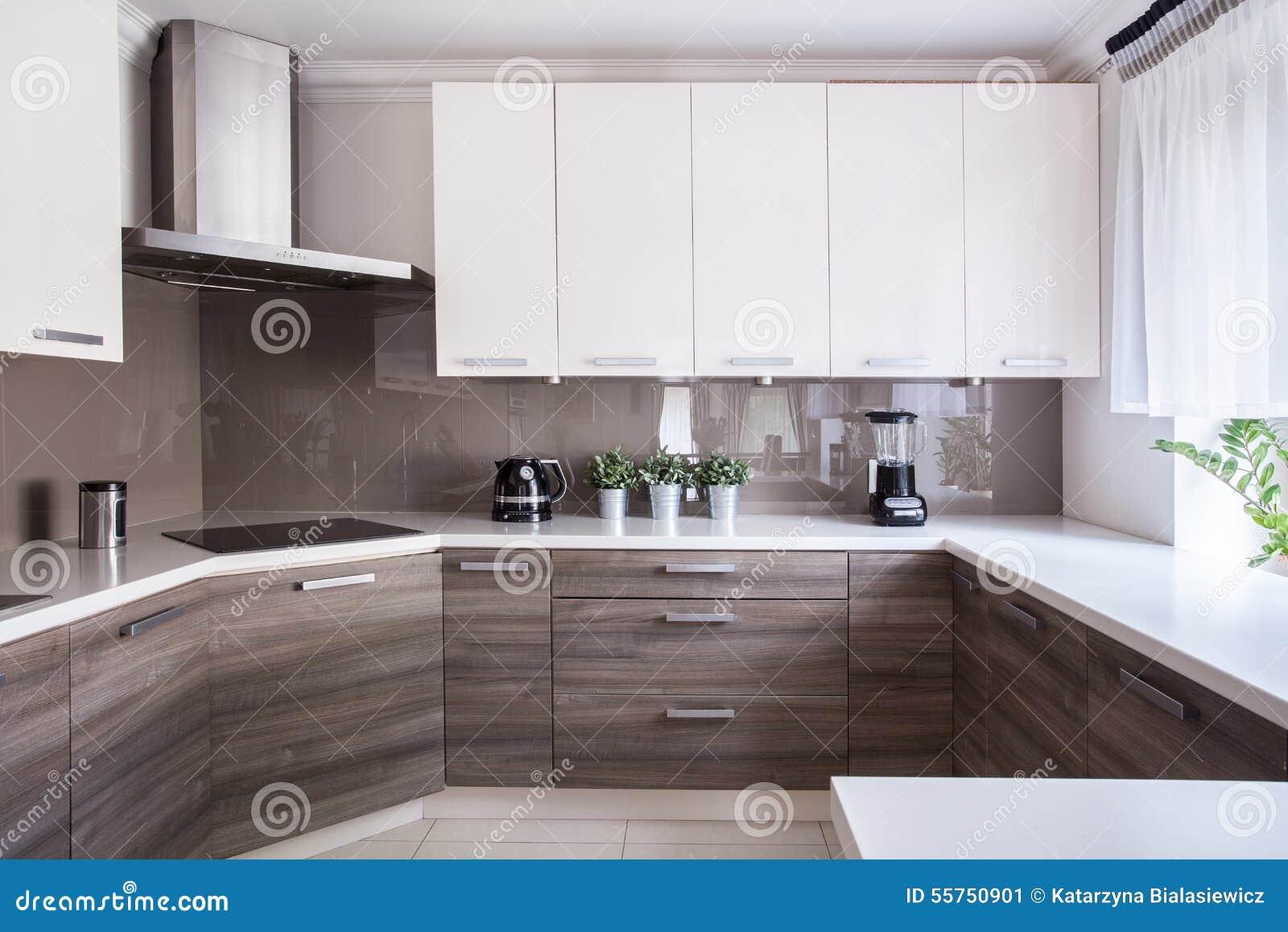 gemütliche beige küche stockfoto - bild: 55750901, Hause deko