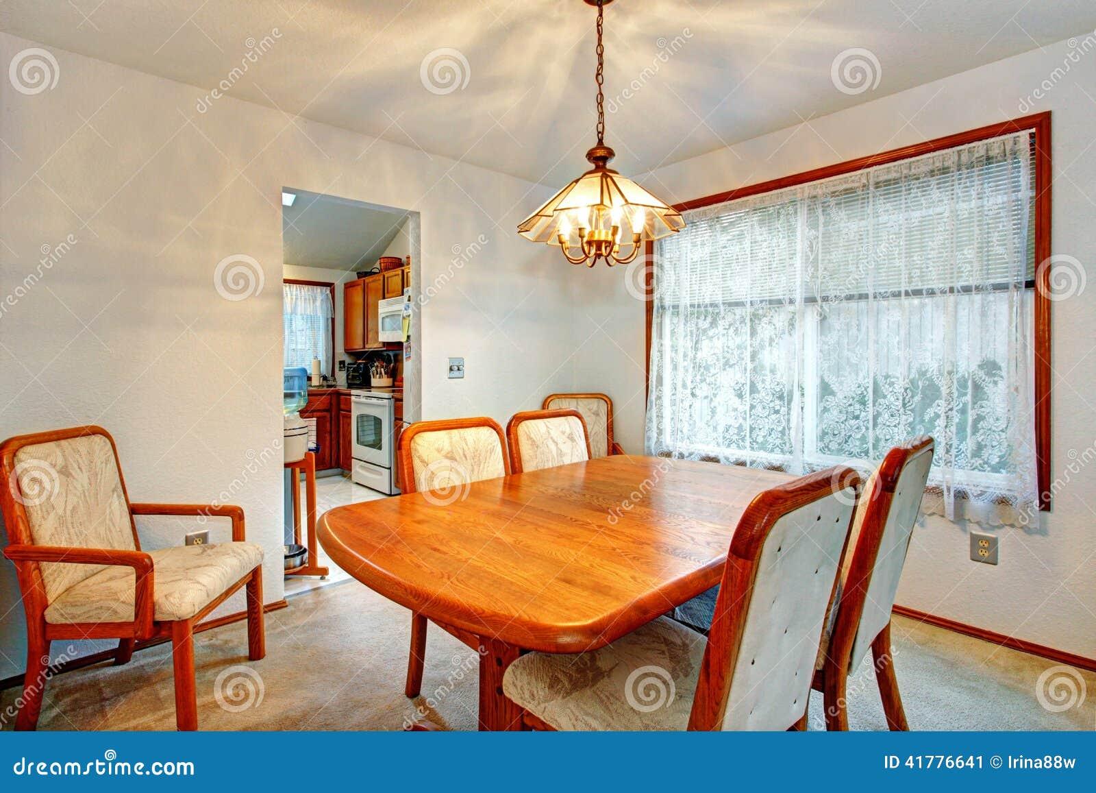 Gemutliches Kleines Esszimmer Mit Fenster Stockbild Bild Von Haus