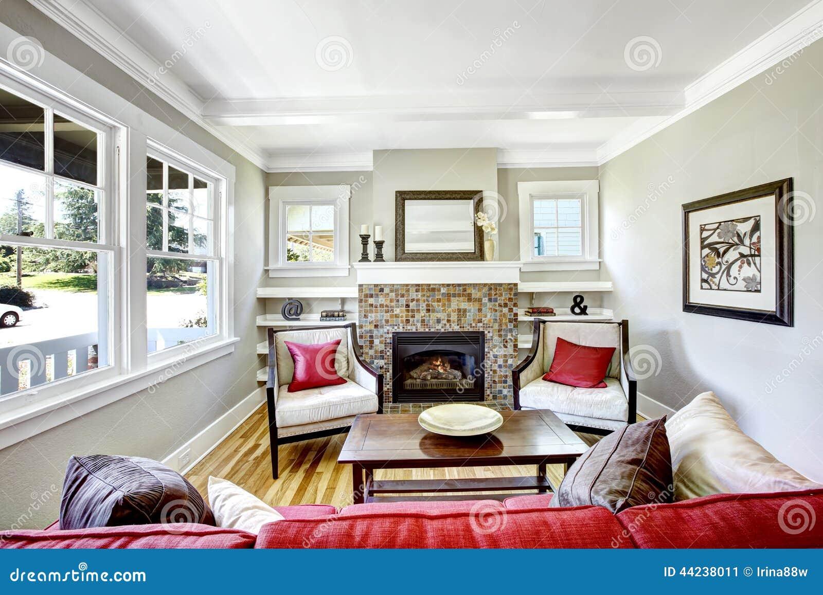 Gemutliches Kleines Wohnzimmer Mit Kamin Stockbild Bild Von Kissen