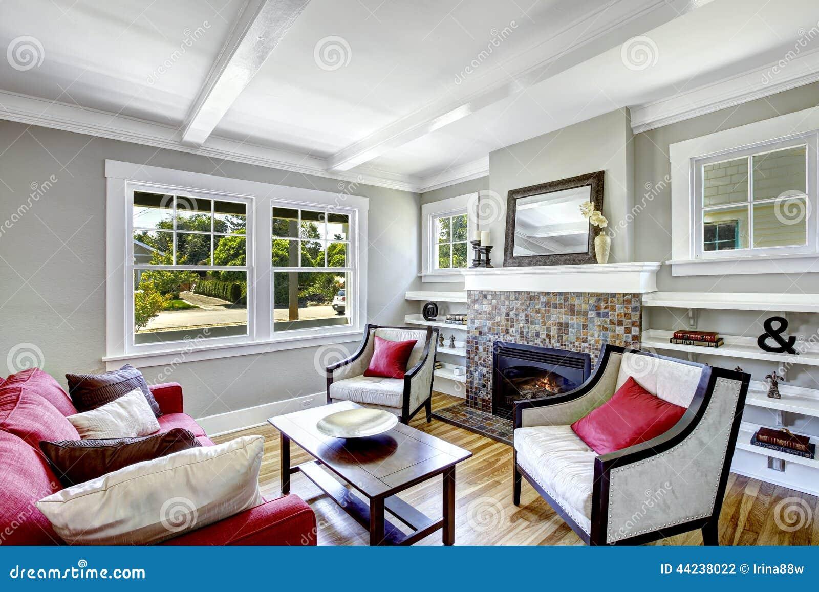 Gemtliches Kleines Wohnzimmer Mit Kamin Stockfoto