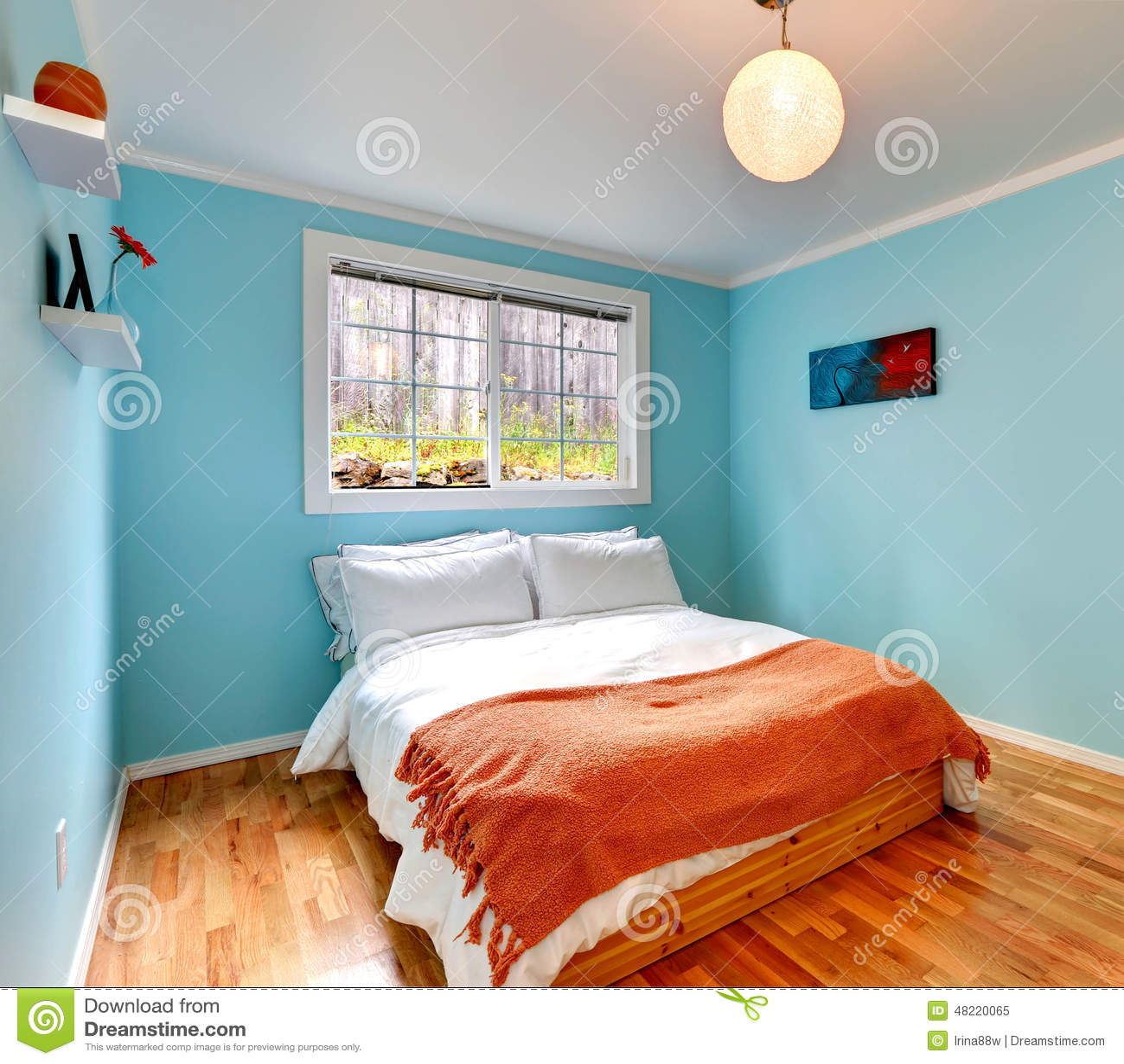 Gemütliches Schlafzimmer In Der Hellblauen Farbe Stockbild - Bild ...