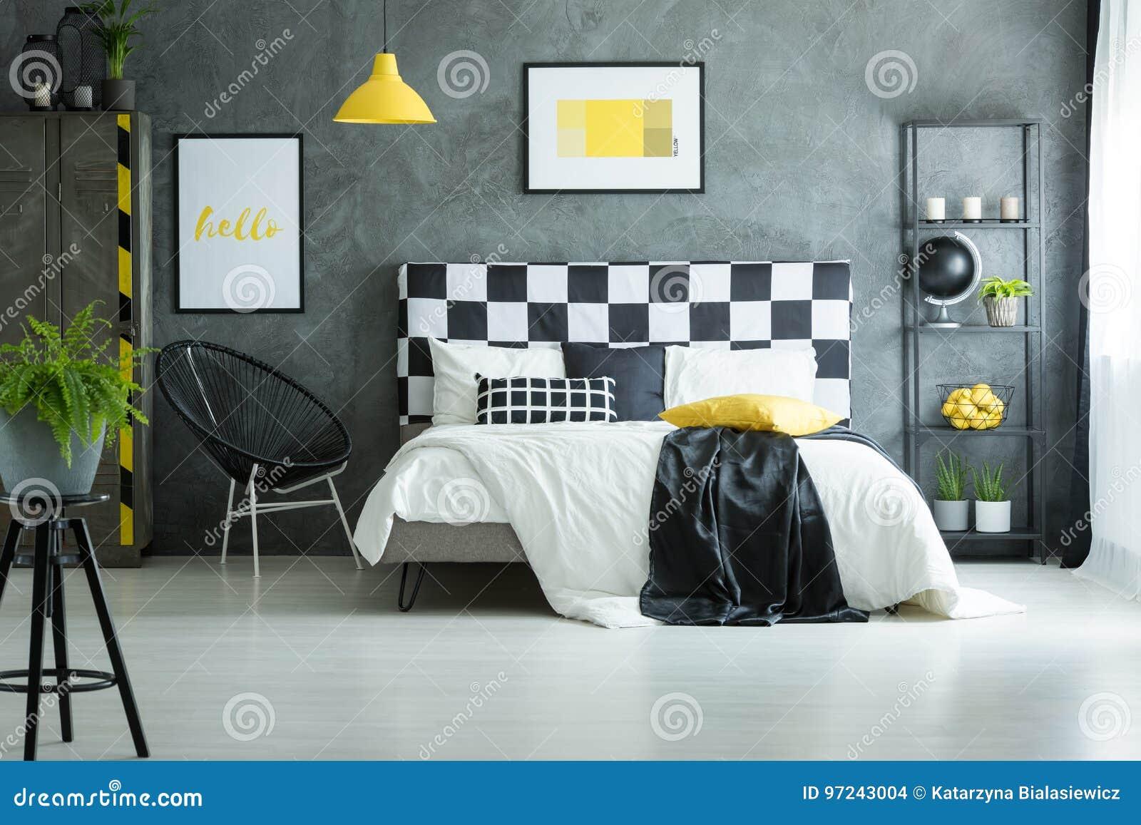 Gemütliches Schlafzimmer Mit Glattem Weißem Boden Stockfoto - Bild ...