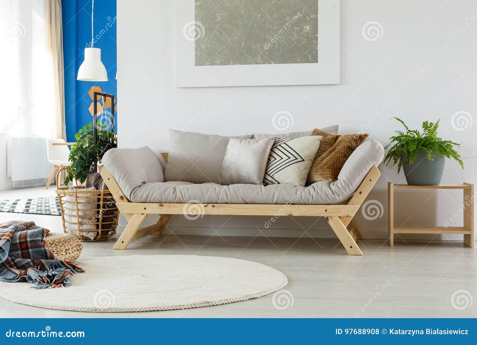 Gemütliches Sofa In Eco Raum Stockfoto Bild Von Cozy Hell 97688908