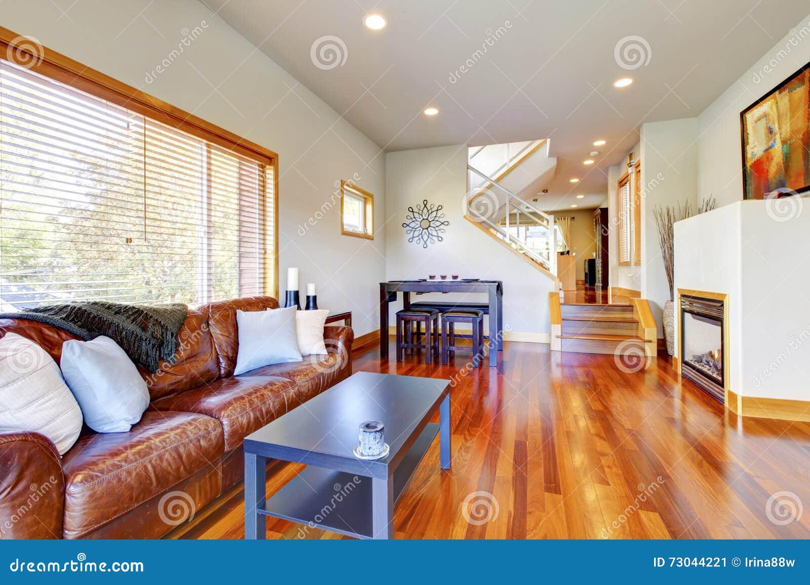 Blickfang Amerikanischer Kamin Dekoration Von Pattern Gemütliches Wohnzimmer Mit Brauner Ledercouch, Kamin,